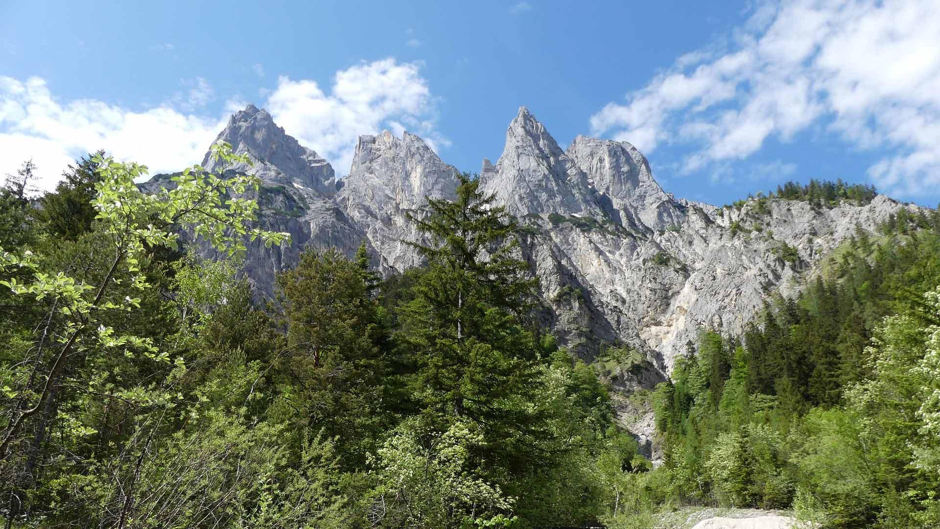 Zicht op de bergen van de Alpen rond Berchtesgaden
