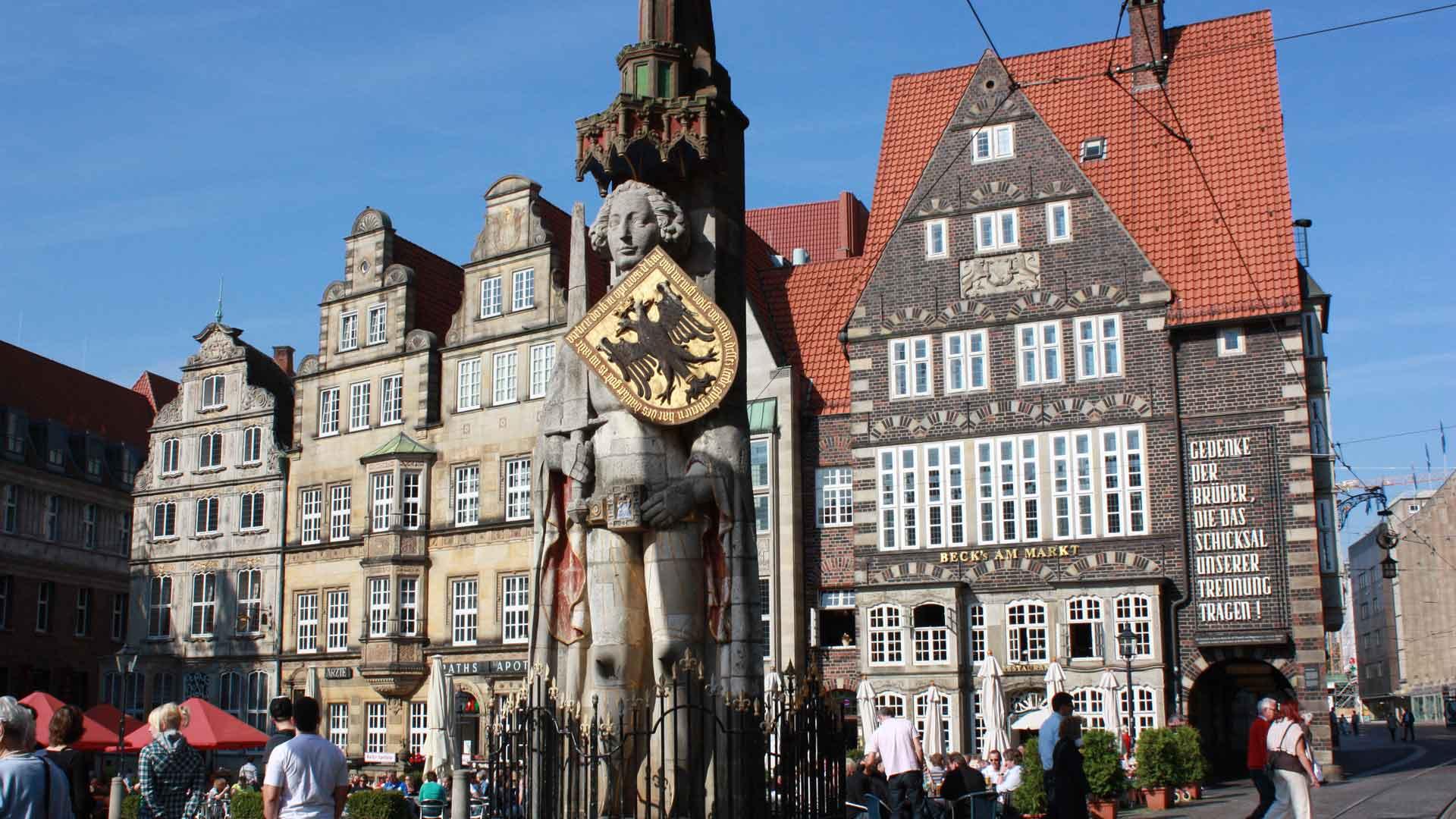 Het Rolandbeeld in Bremen is al meer dan 600 jaar oud. © fietsvakantie-duitsland.nl