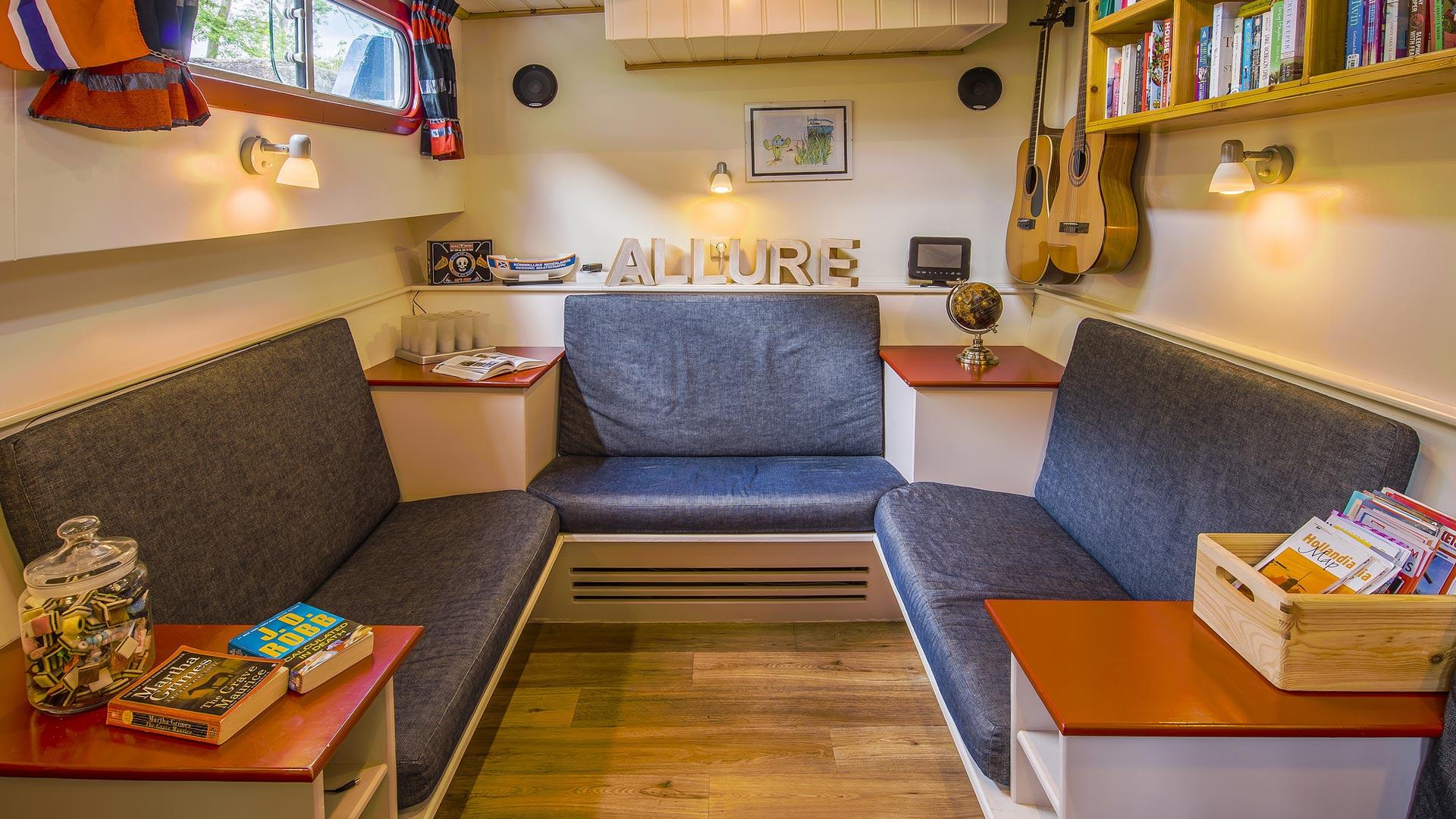 De bibliotheek op hotelschip MS Allure. © SE-Tours