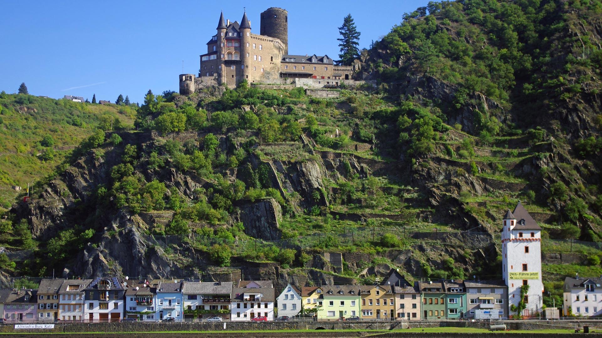 De oude burcht van St. Goar vanaf de Rijn. © SE-Tours