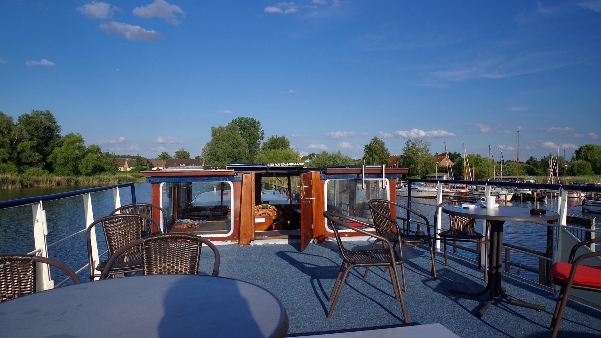 Het zonnedek op het hotelschip Gretha van Holland. © SE-Tours