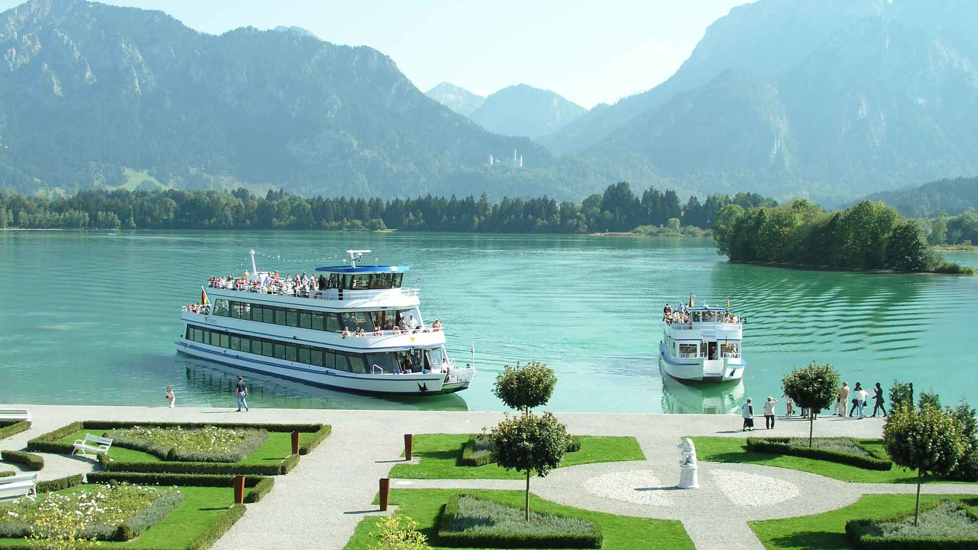 Een boottochtje over de Forgensee is bij deze korte fietsvakantie in Füssen inbegrepen.