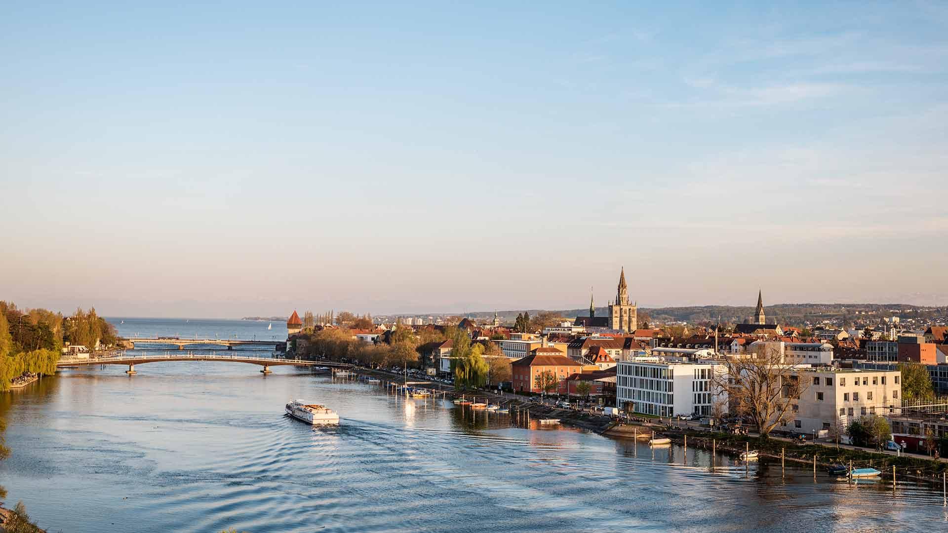 In Konstanz stroomt de Rijn in de Bodensee.