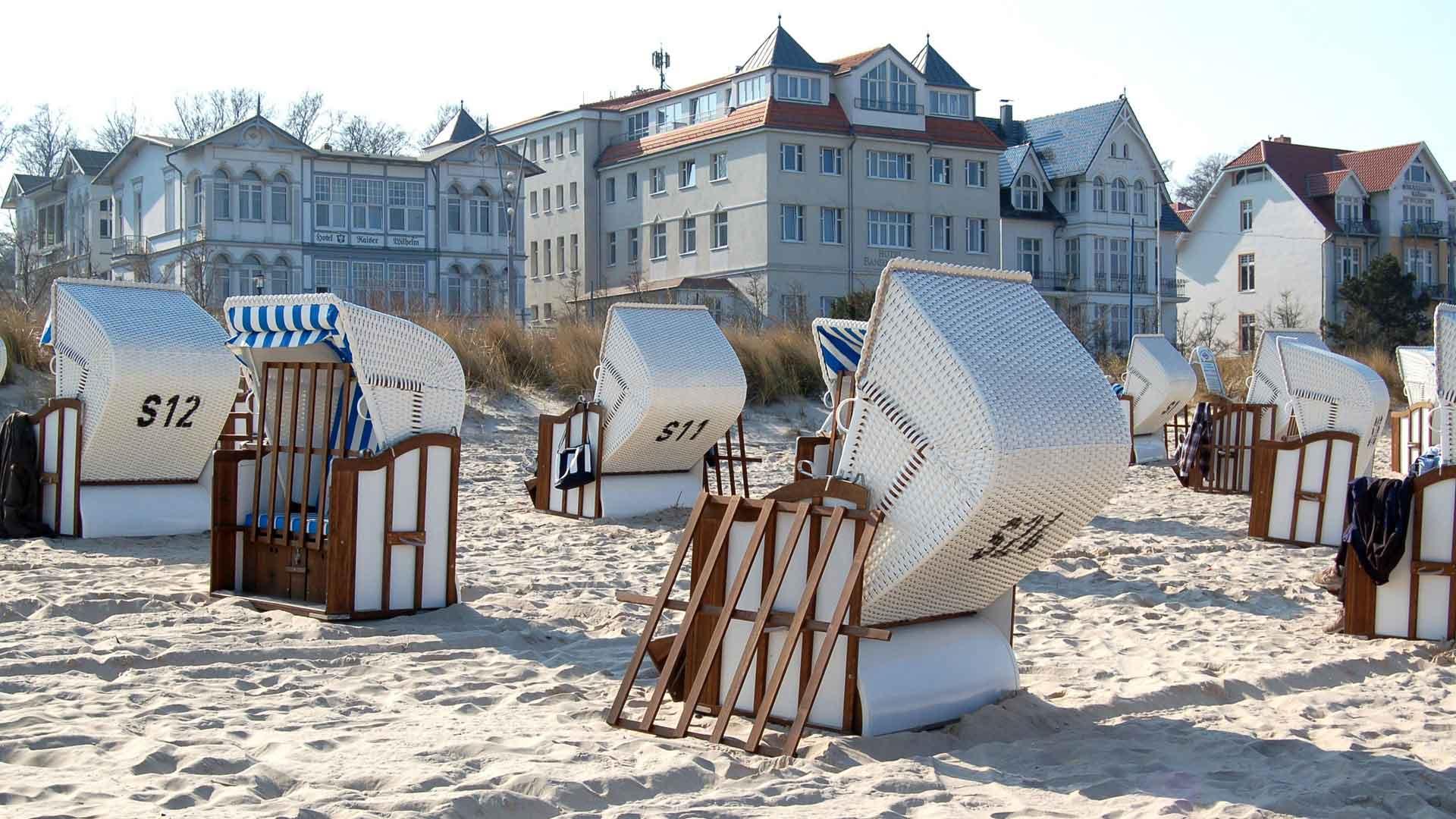 Strandmanden en badhuisarchitectuur in Bansin op Usedom.