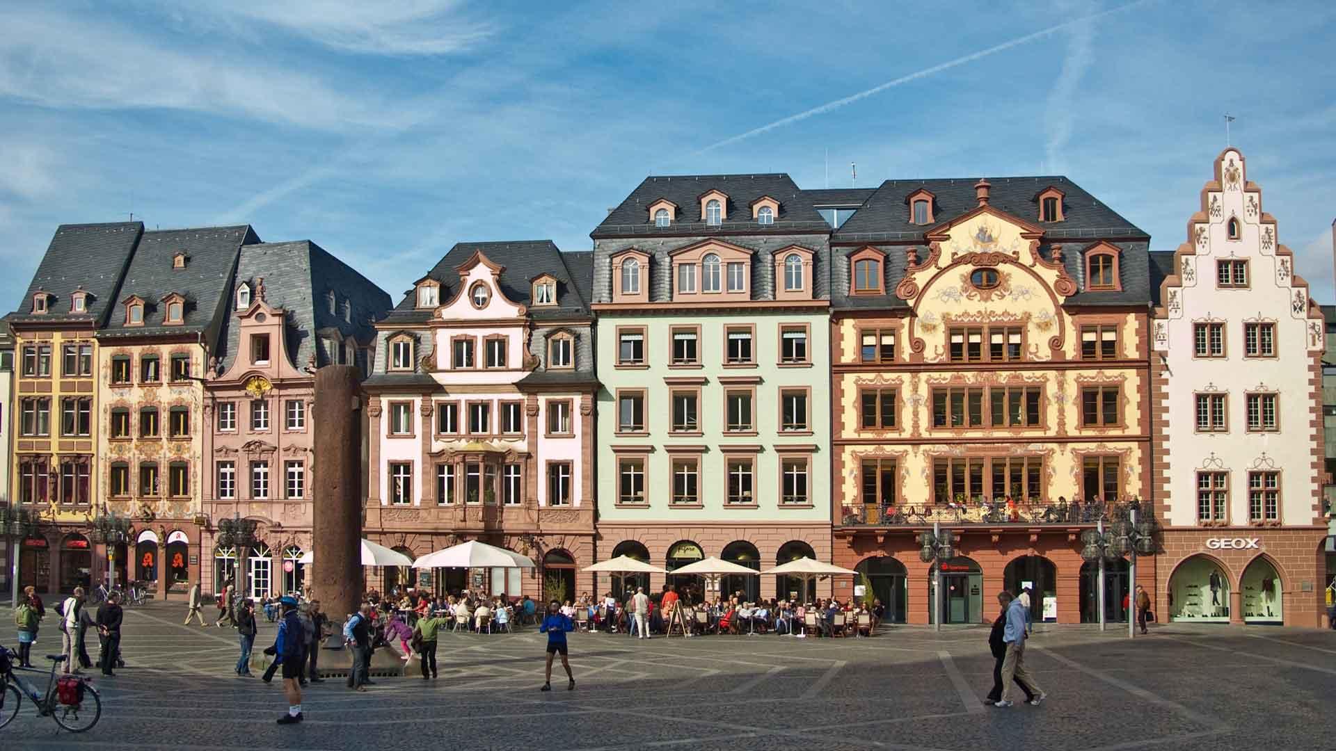 De mooie en voorname Marktplatz in Mainz.