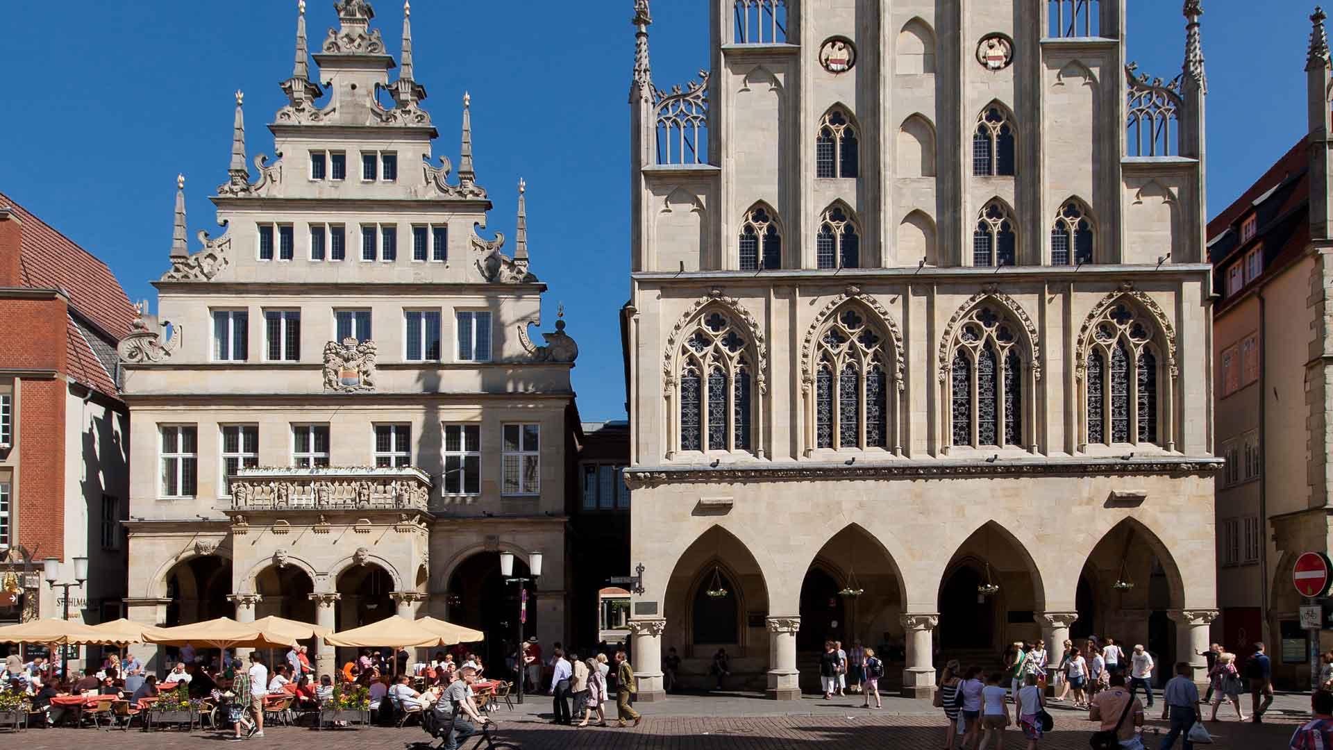 Het wijnhuis van de stad (l) en het stadhuis waar de Vrede van Münster werd getekend (r)