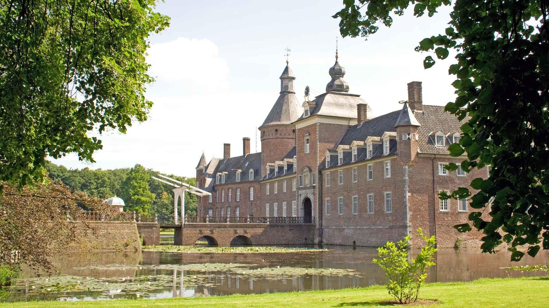 Schloss Anholt is een van de mooiste kastelen in het Münsterland.