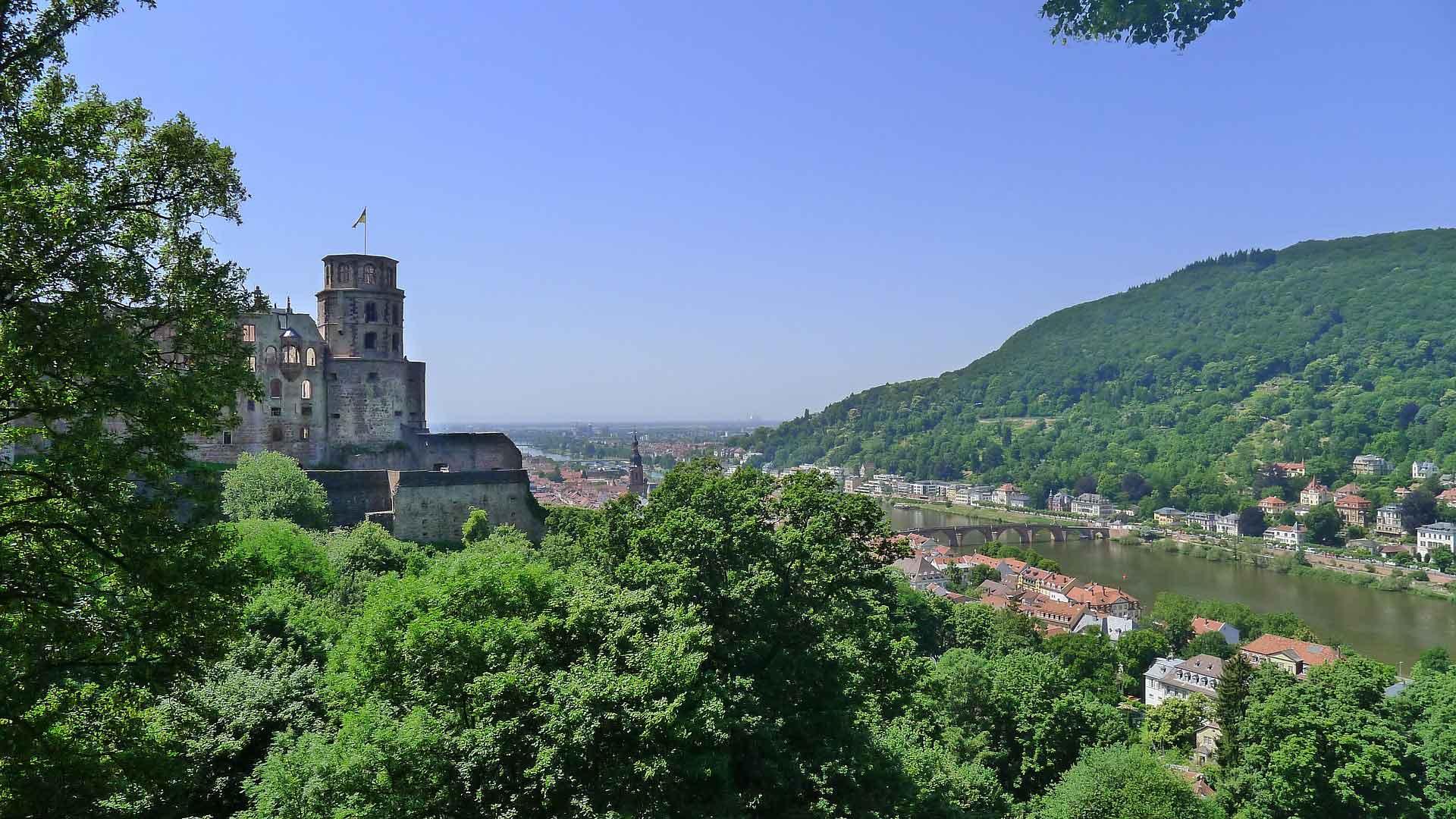 Uitzicht over Heidelberg en de Neckar vanaf de burchtruine.
