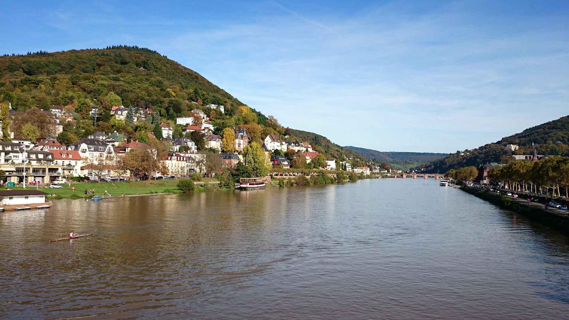 Heidelberg ligt prachtig ingebed in het dal van de Neckar.