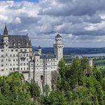 Het sprookjeskasteel Neuschwanstein is van verre te zien