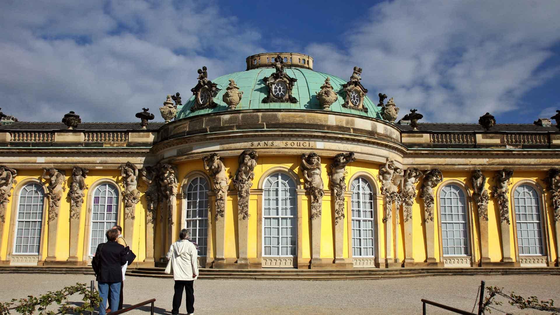 Het schitterende slot Sanssouci in Potsdam is werelderfgoed.