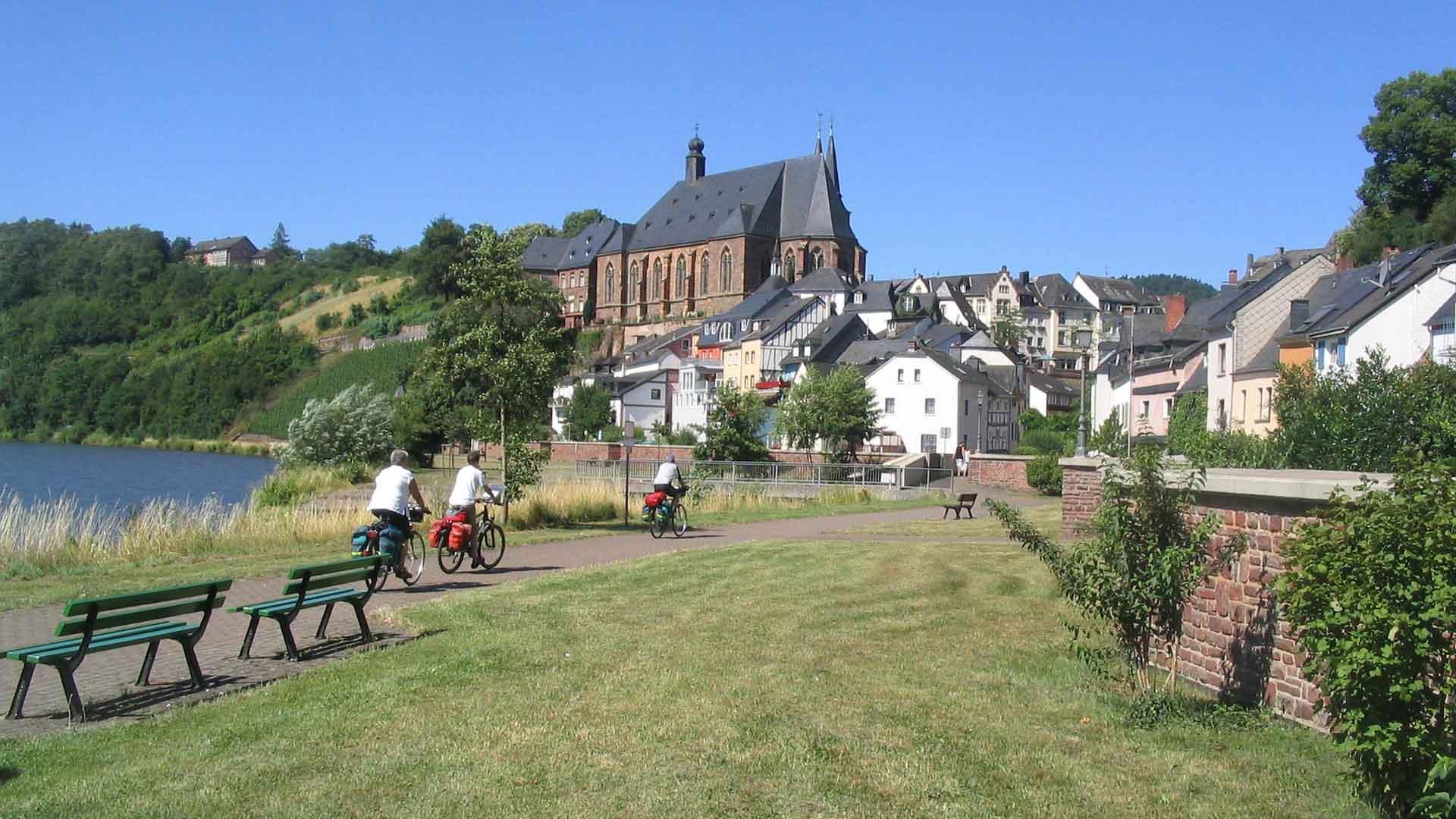Fietsen langs de Saar bij Saarburg