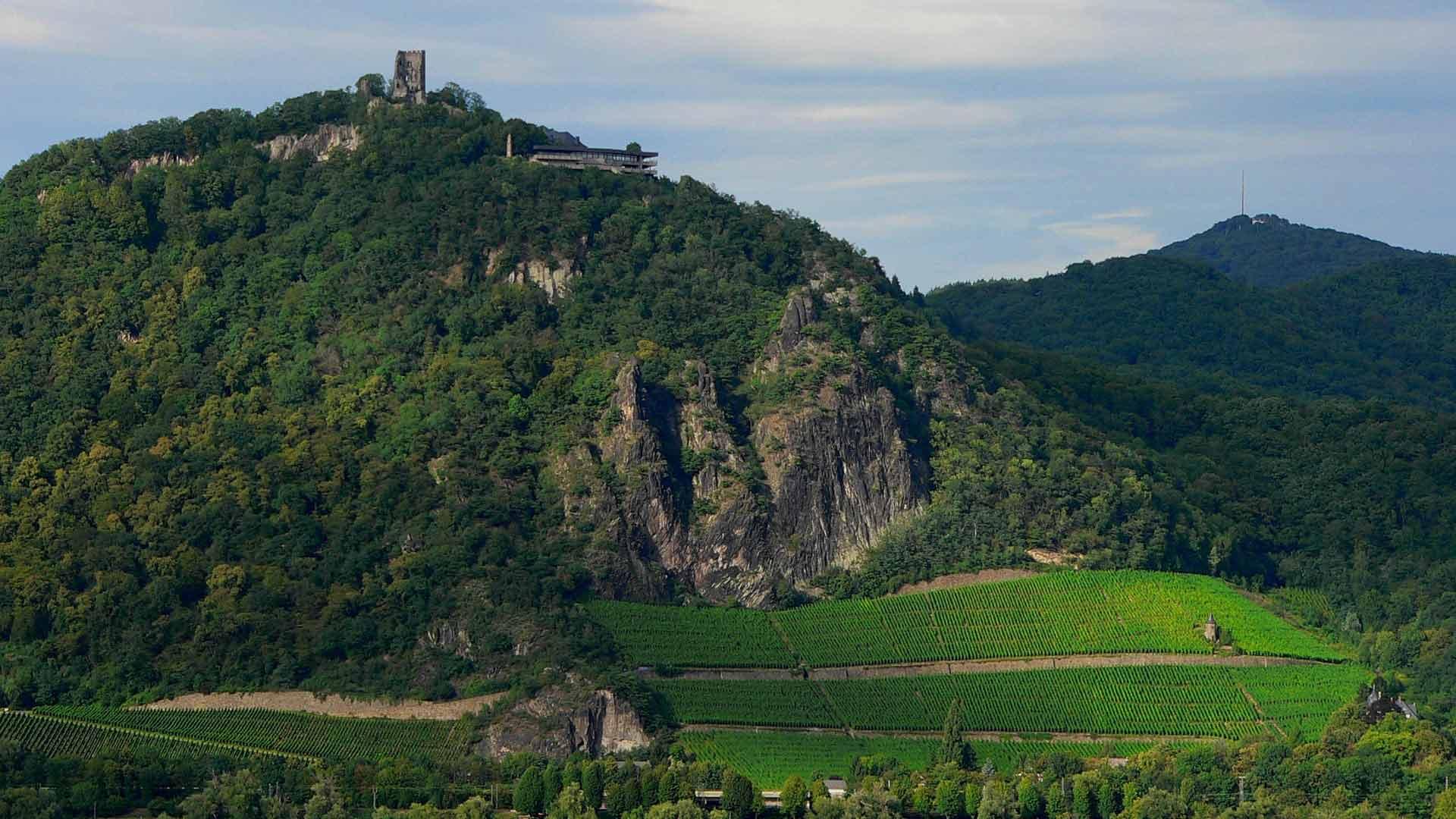 In het Siebengebierge ligt de impossante Drachenfels.