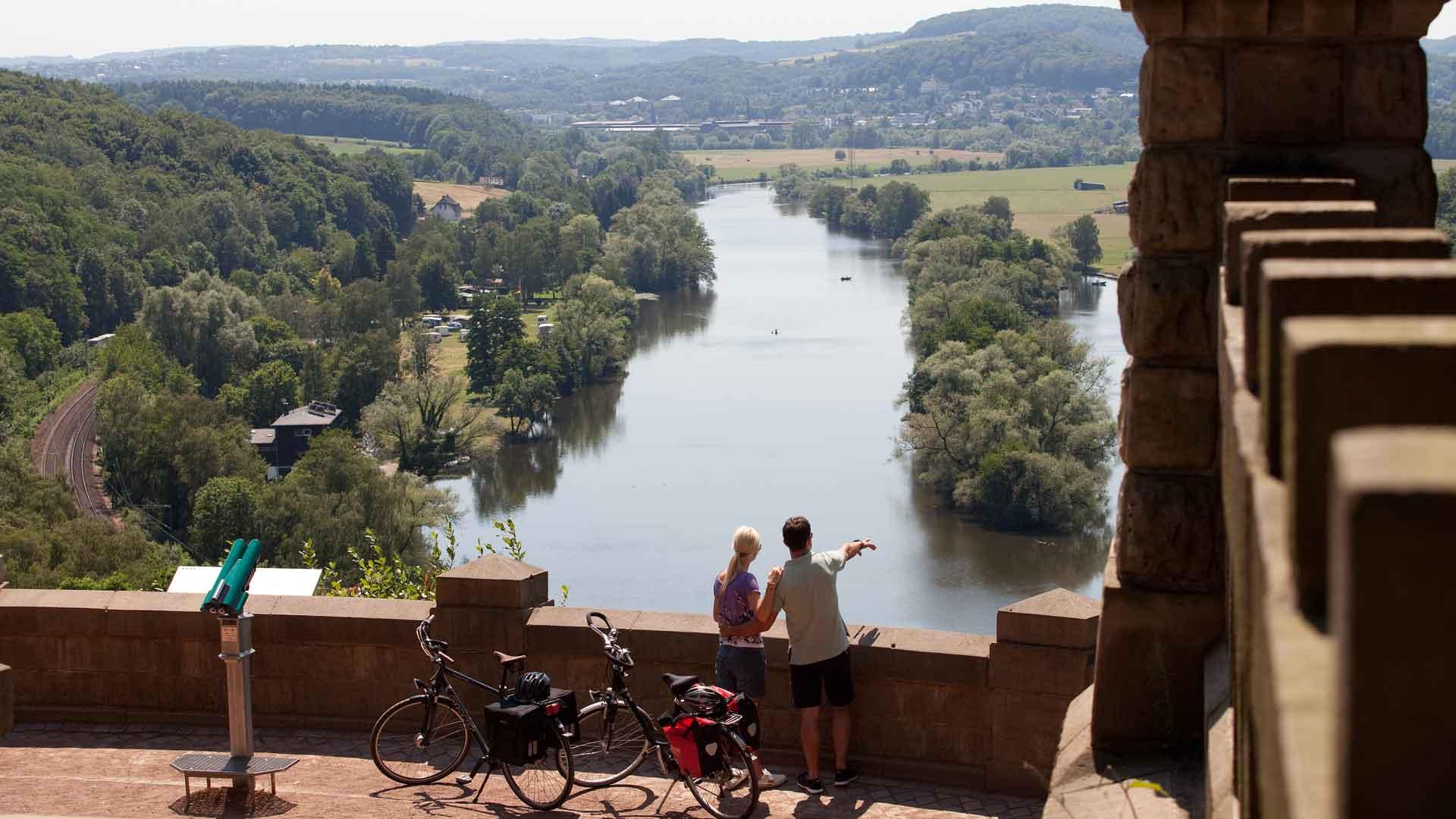 Vanaf de uitkijktoren op het Bergerdenkmal in Witten heb je een schitterende uitzicht. © RuhrtalRadweg