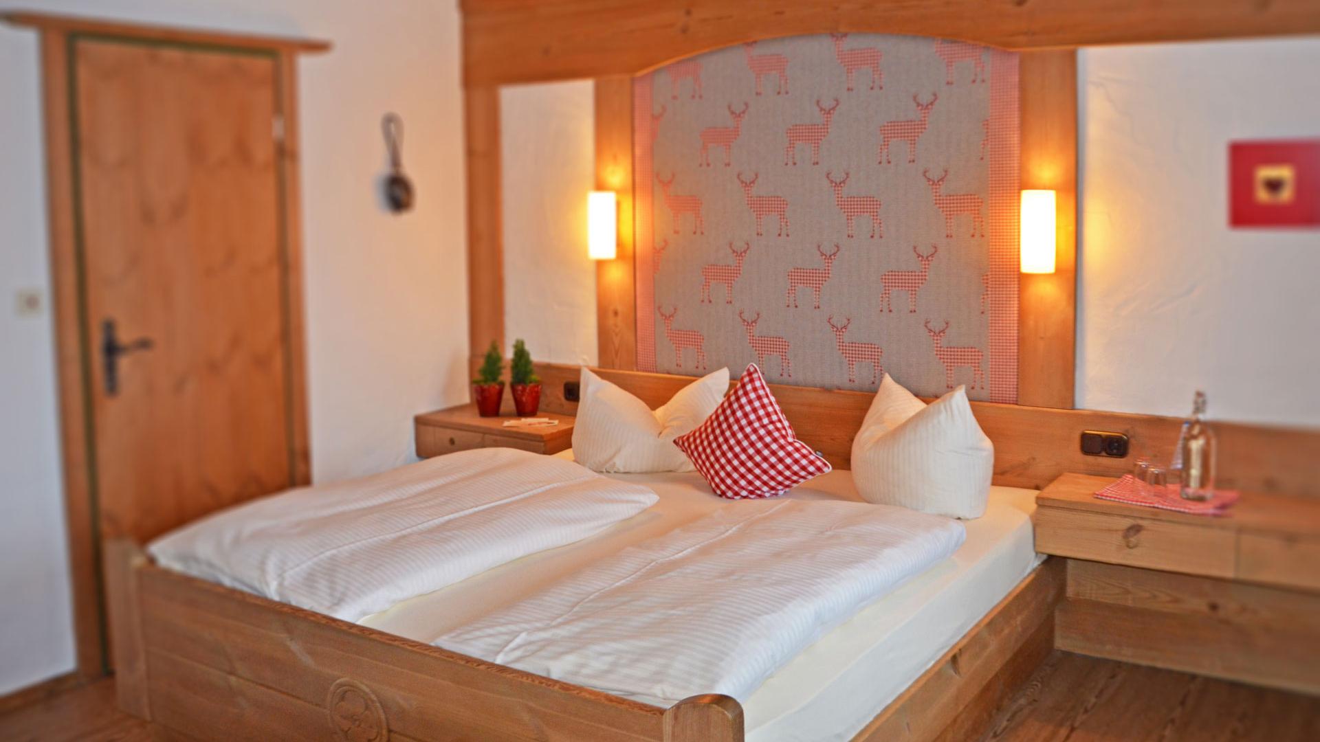 Voorbeeld van een kamer met zijdelingse blik op het meer.