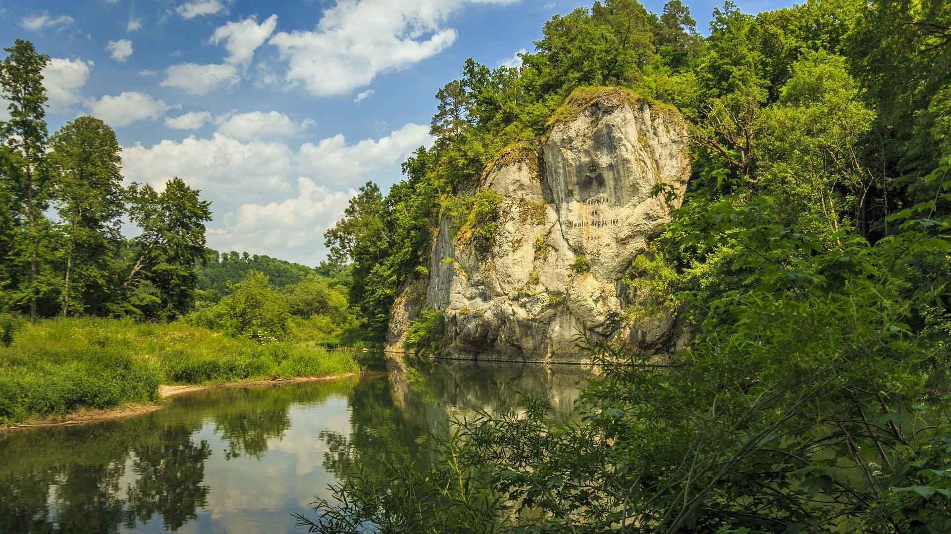 De Amalienfelsen in Sigmaringen is een bijzonder punt op de Donauradweg in Duitsland