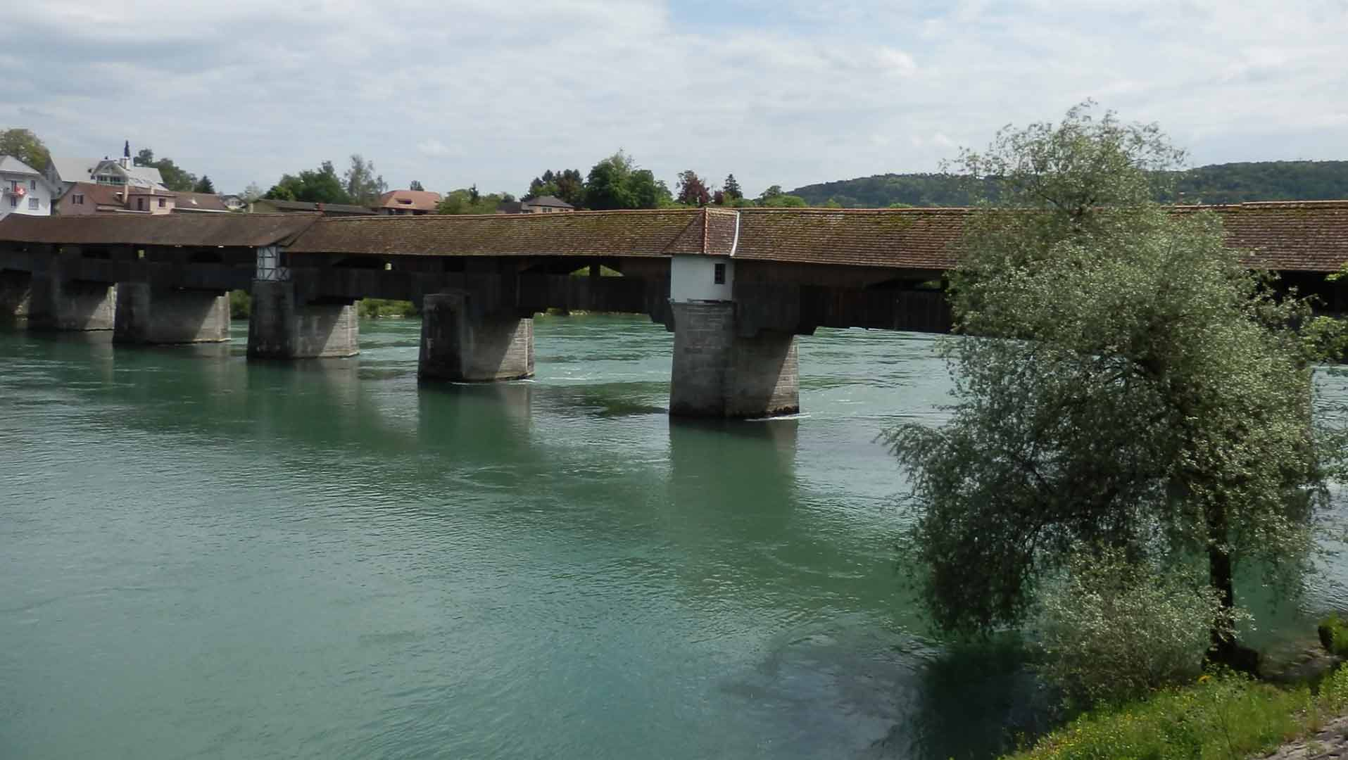 De houten brug over de Rijn in Bad Säckingen is de langste in Europa.