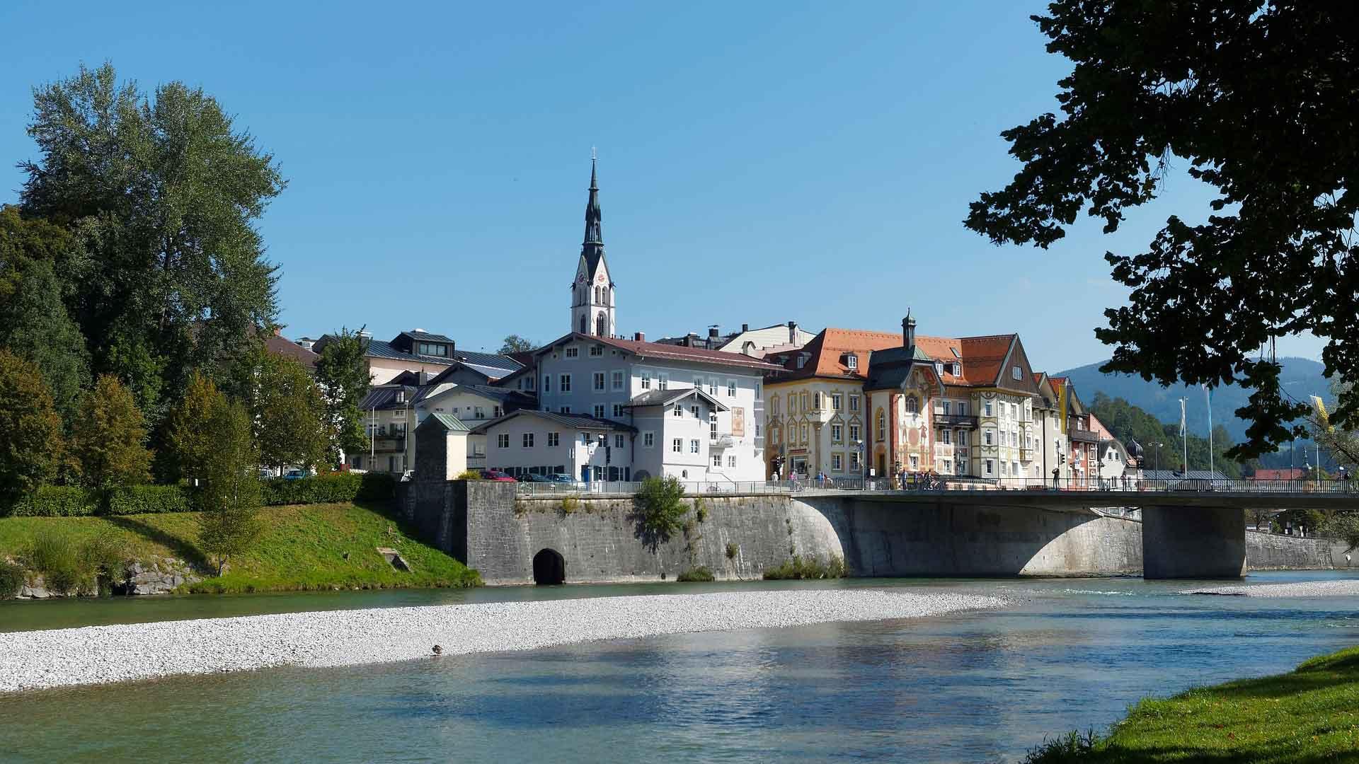 Bad Tölz ligt prachtig aan de Isar.