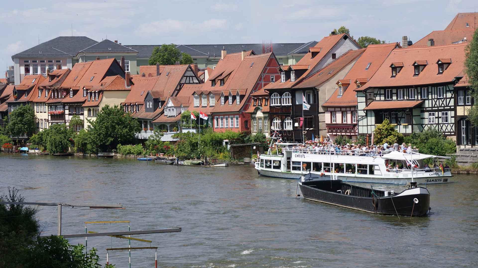 In Bamberg kun je ook een boottocht over de Main maken.