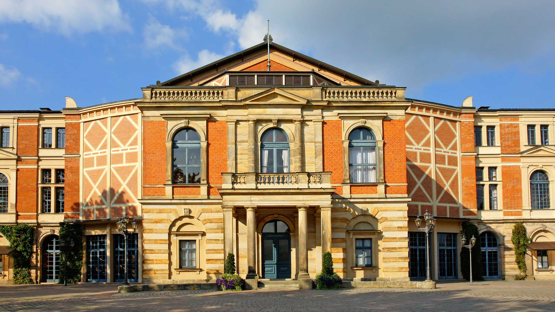 Het beroemde Festspielhaus in Bayreuth.