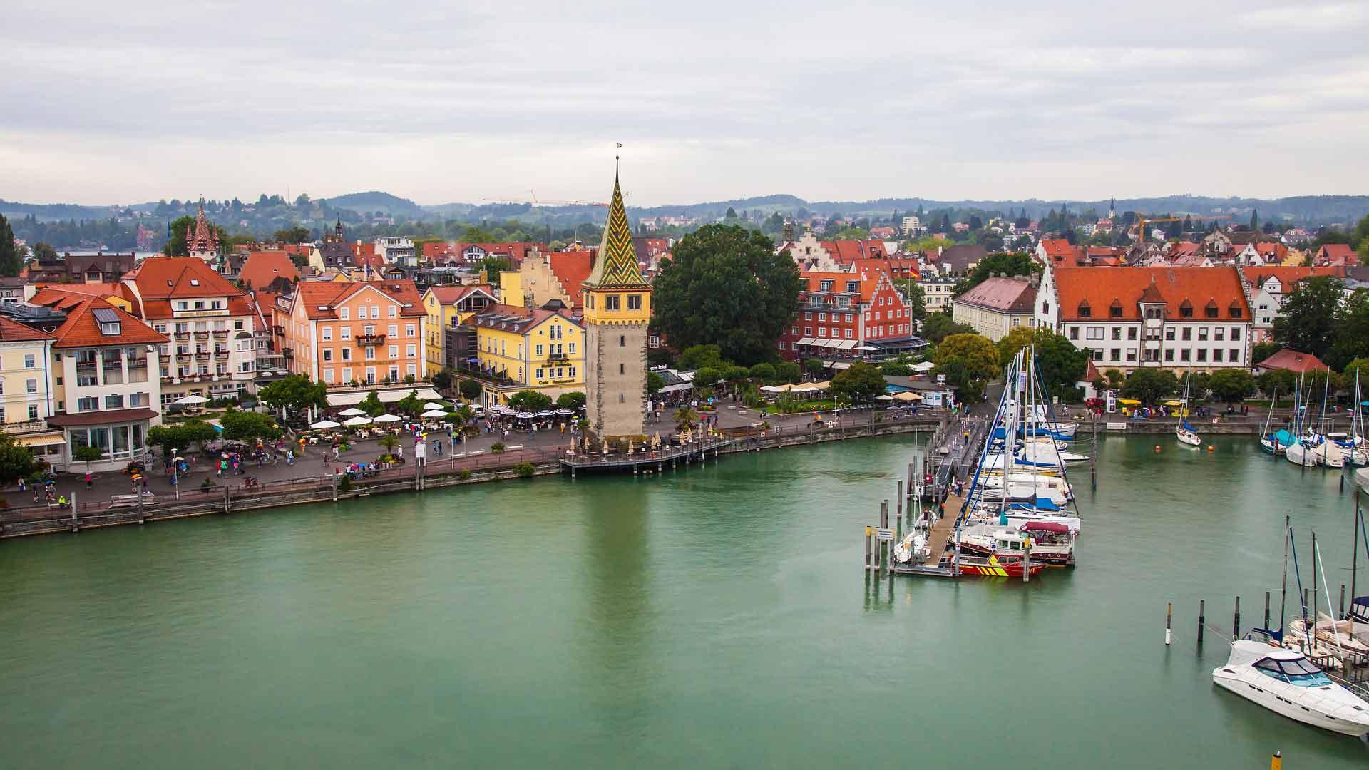 De haven van Lindau aan de Bodensee.