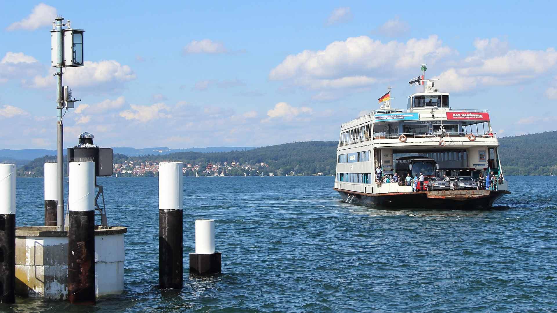 De oevers van de Bodensee zijn met elkaar verbonden d.m.v. veerboten.