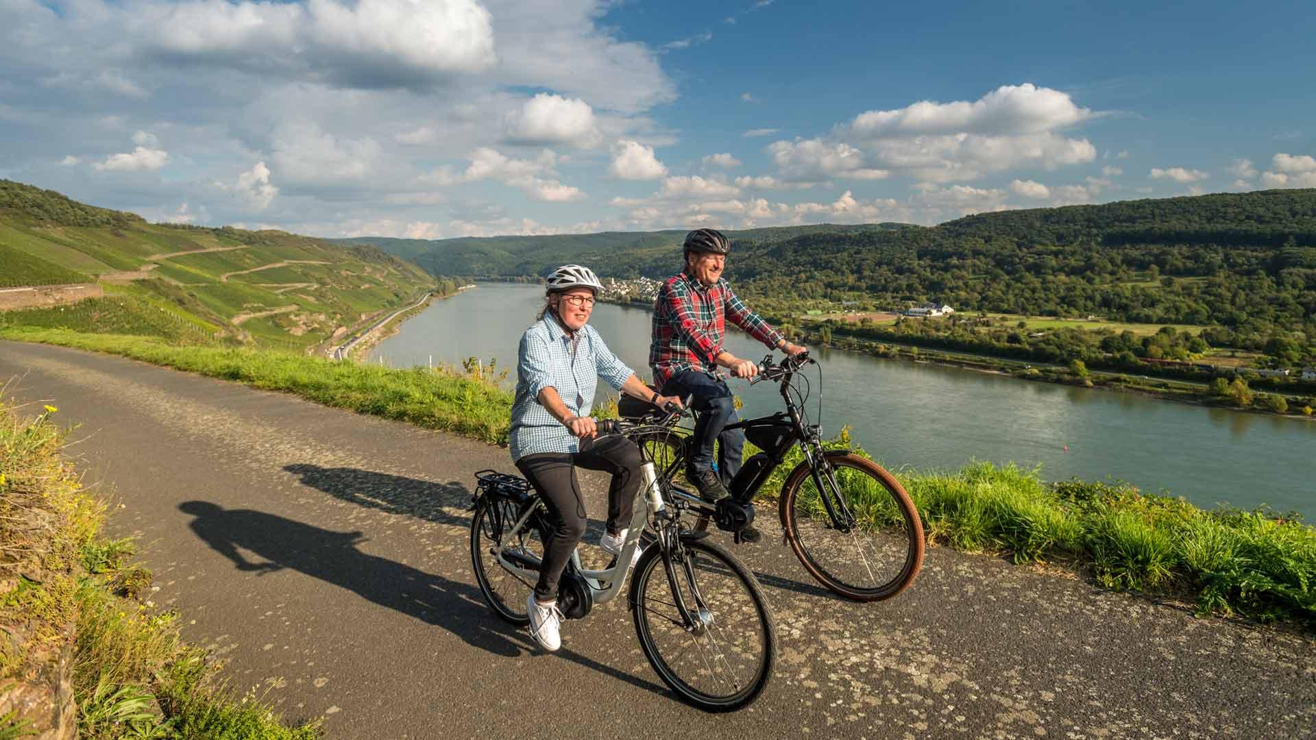 In de Bopparder Hamm kun je fietsen met uitzicht over de wijnbergen en de Rijn.