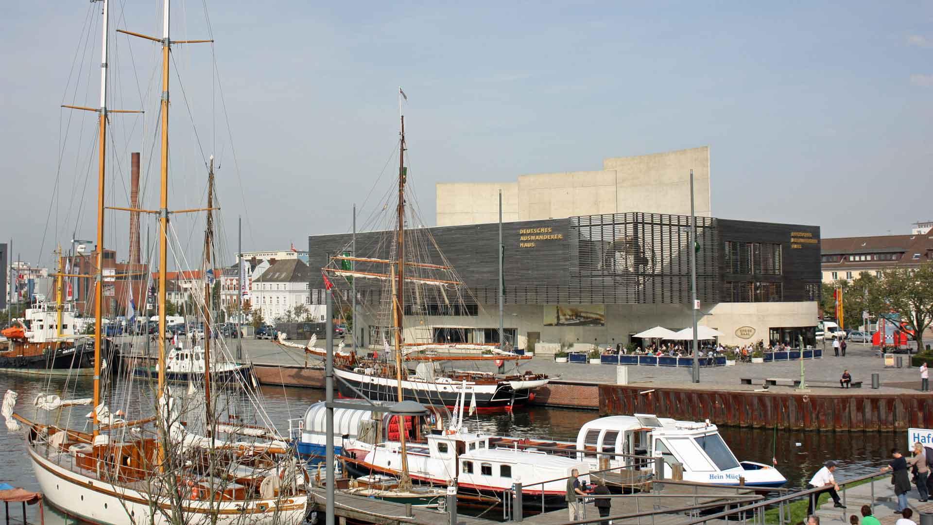 In het Auswandererhaus in Bremerhaven wordt de geschiedenis van 7 miljoen emigranten verteld. © fietsvakantie-duitsland.nl
