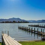 Fietsvakantie aan de Chiemsee: genieten van de natuur met de Alpen op de achtergrond.