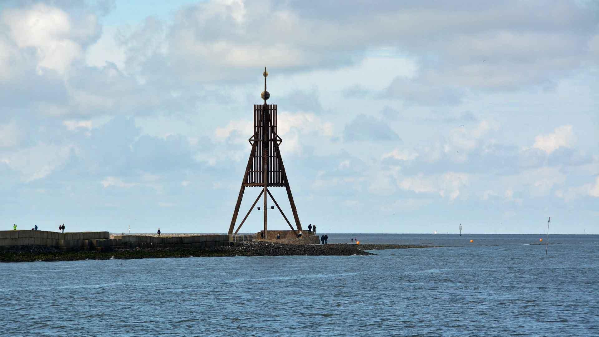 De Kugelbake in Cuxhaven is het teken dat de Elbe hier ophoudt.
