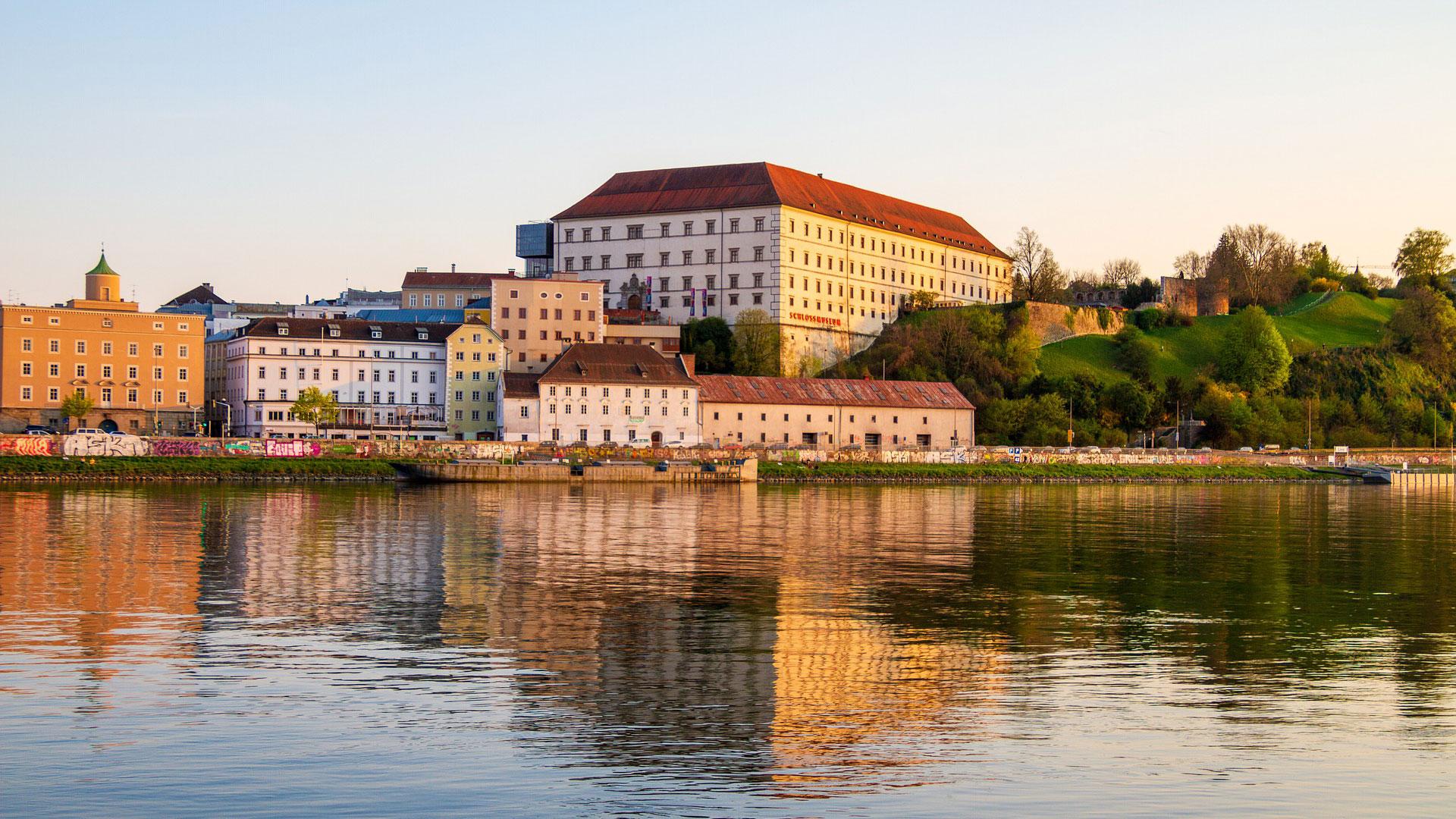 Blik op het Schloss Museum in Linz
