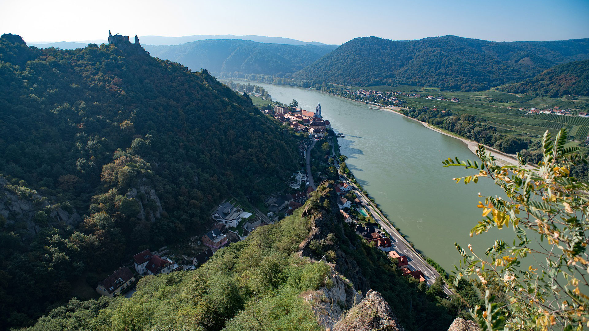 Uitzicht over de ruïne en het dorp Dürnstein