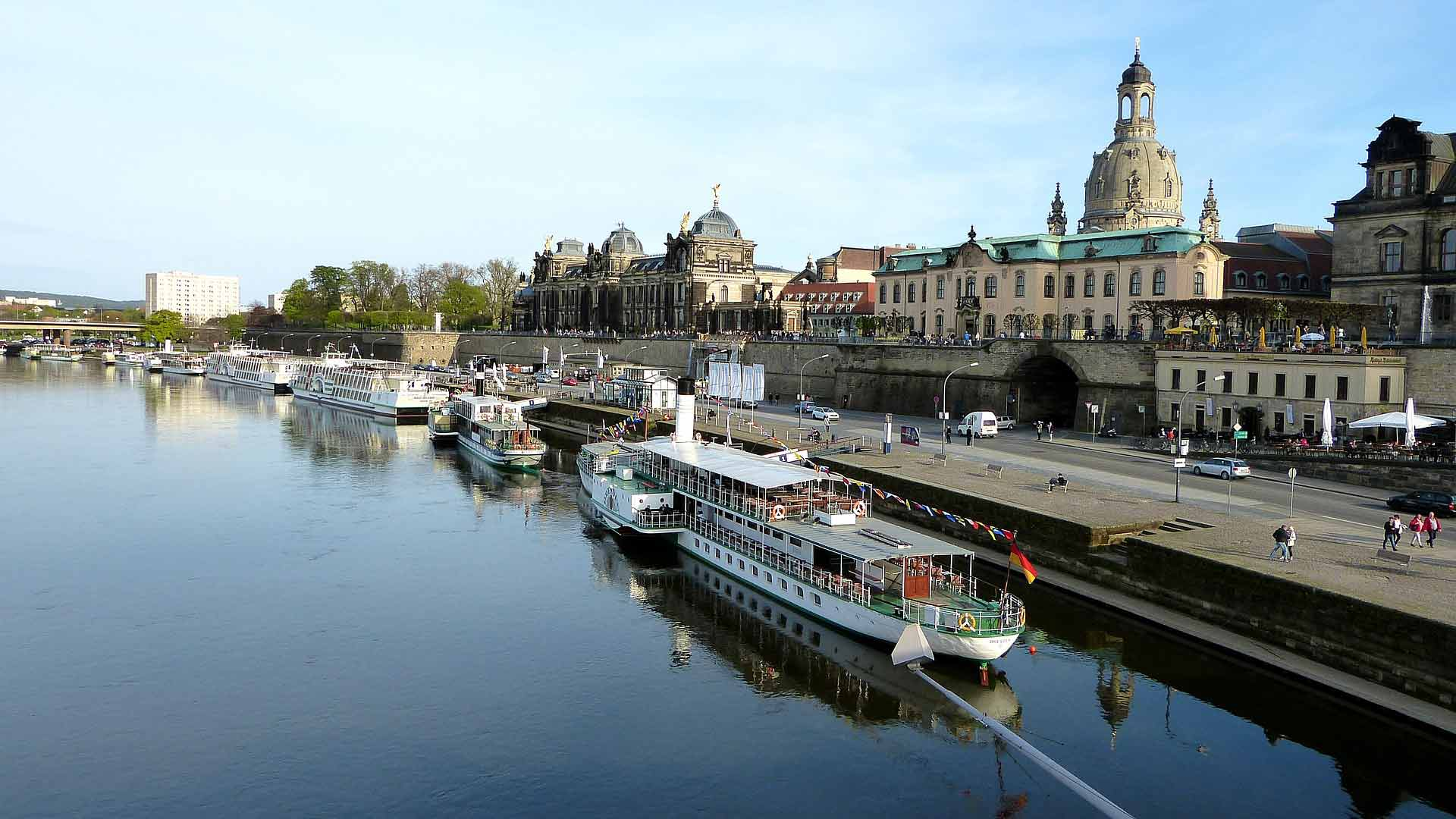 Maak eens een boottocht over de Elbe.