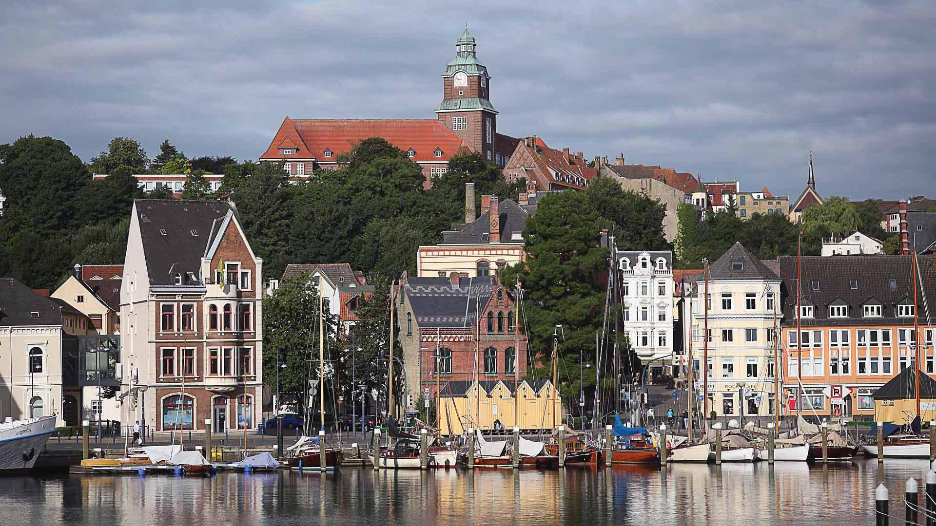 De fietsvakantie op de Ostseeradweg begint in Flensburg in  Schleswig-Holstein.