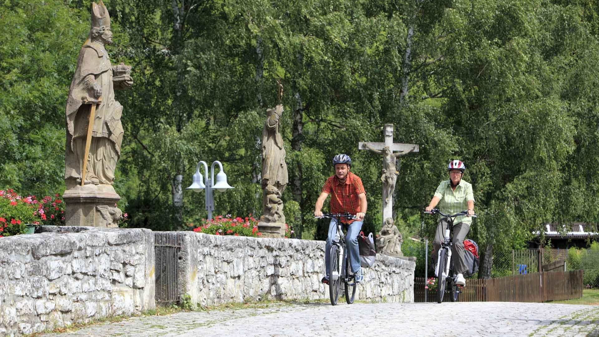 Fietsers bij Gerlachsheim in het Liebliches Taubertal