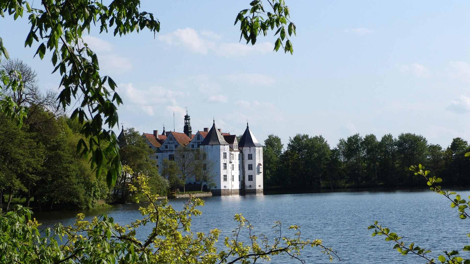 Het waterslot in Glückburg geldt als een van de belangrijkste in Noord-Duitsland.