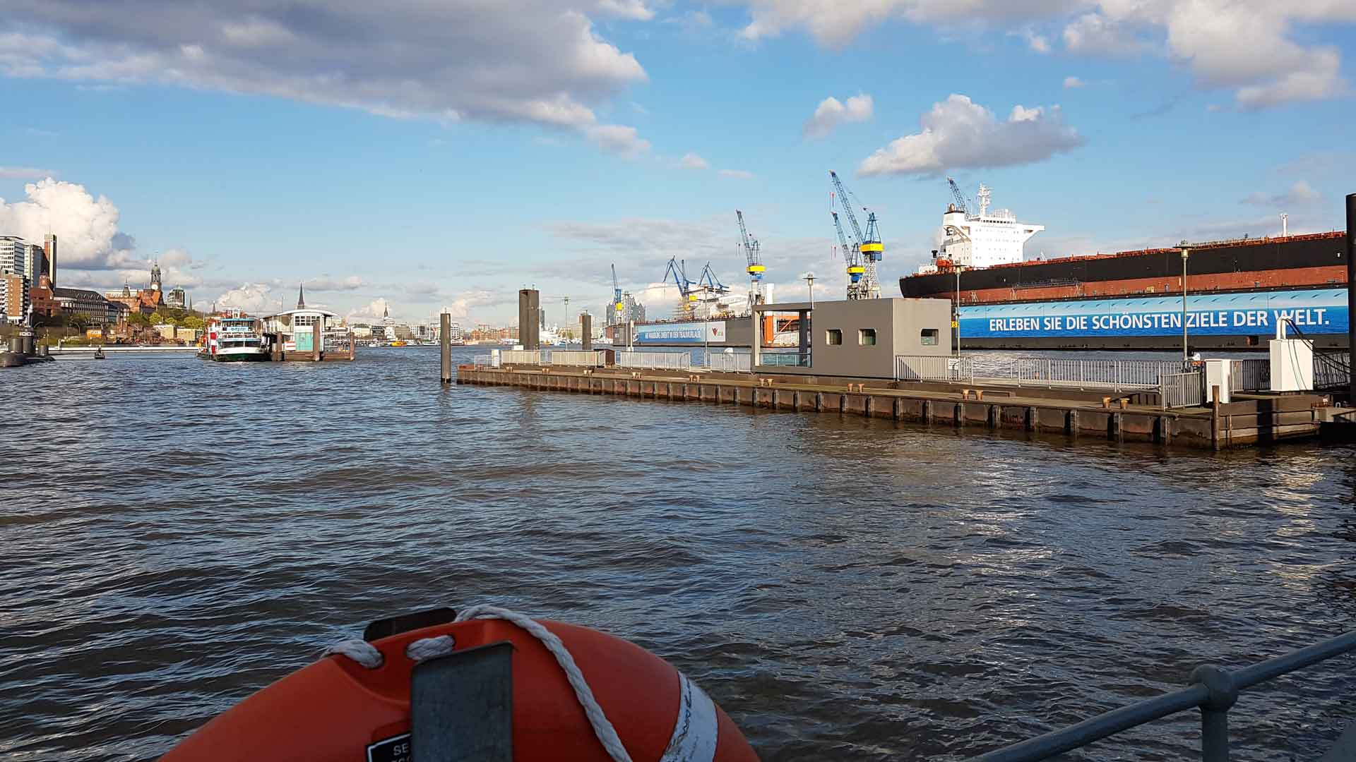 Rondvaart door de Haven van Hamburg.