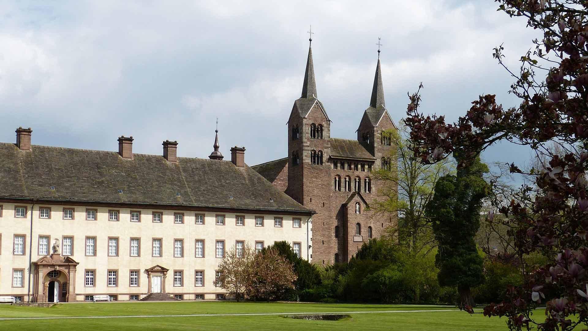 Het westwerk van het voormalige klooster Corvey is UNESCO werelderfgoed.