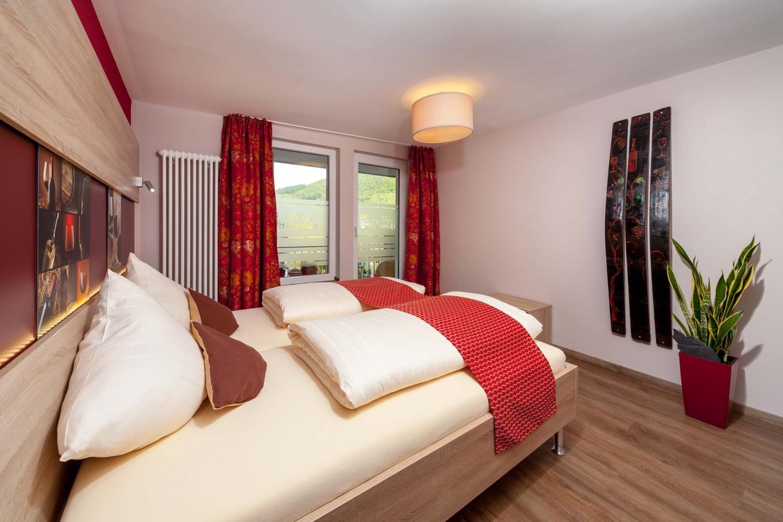 Voorbeeld van kamer met balkon in Hotel Halfenstube