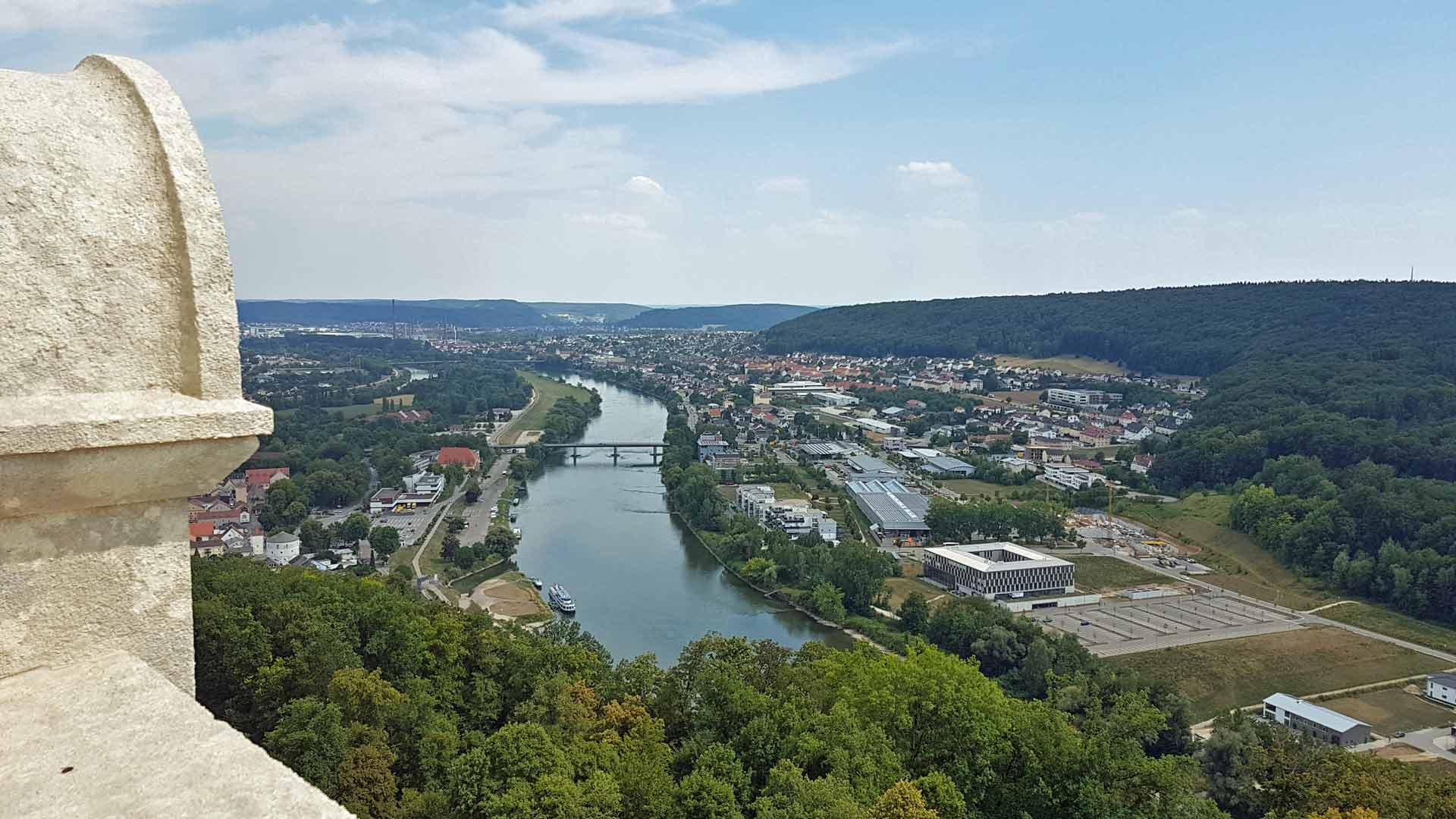 Uitzicht over de Donau vanaf de Befreuungshalle in Kelheim. © fietsvakantie-duitsland.nl