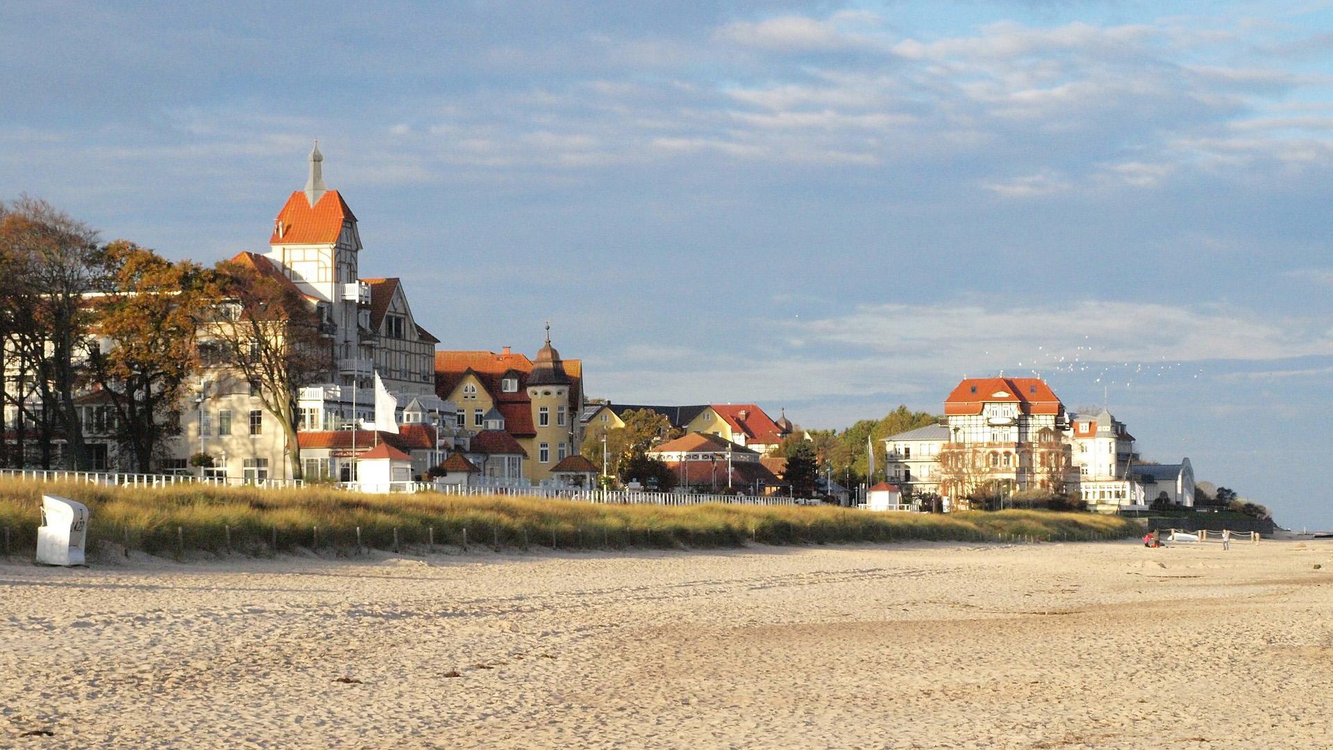 Prachtige witte zandstranden in de badplaats Kühlungsborn aan de Oostzee.