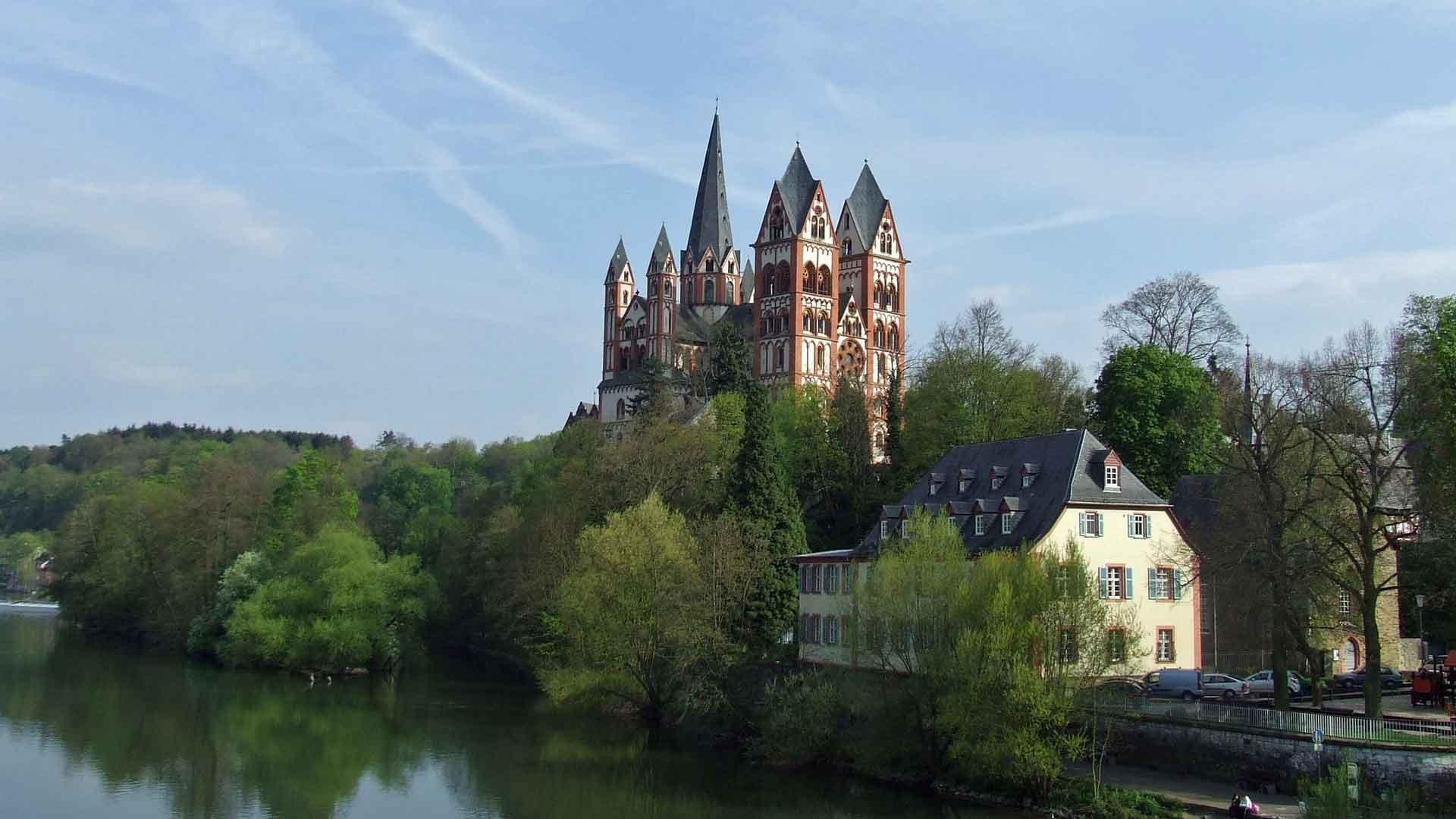 De dom van Limburg aan de Lahn geldt als een van de mooiste Romaanse kerken.