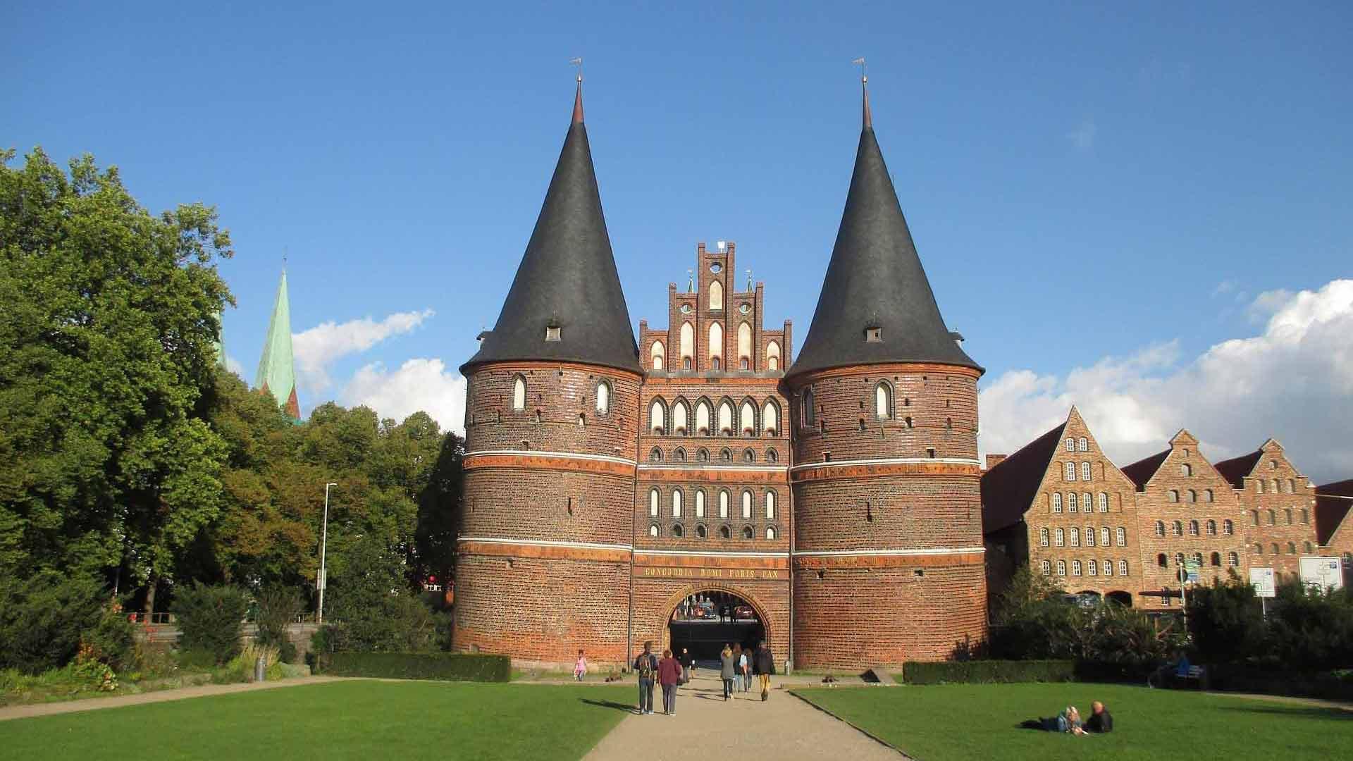 Het Holstentor, de middeleeuwse stadspoort, is het symbool van de Hanzestad Lübeck.