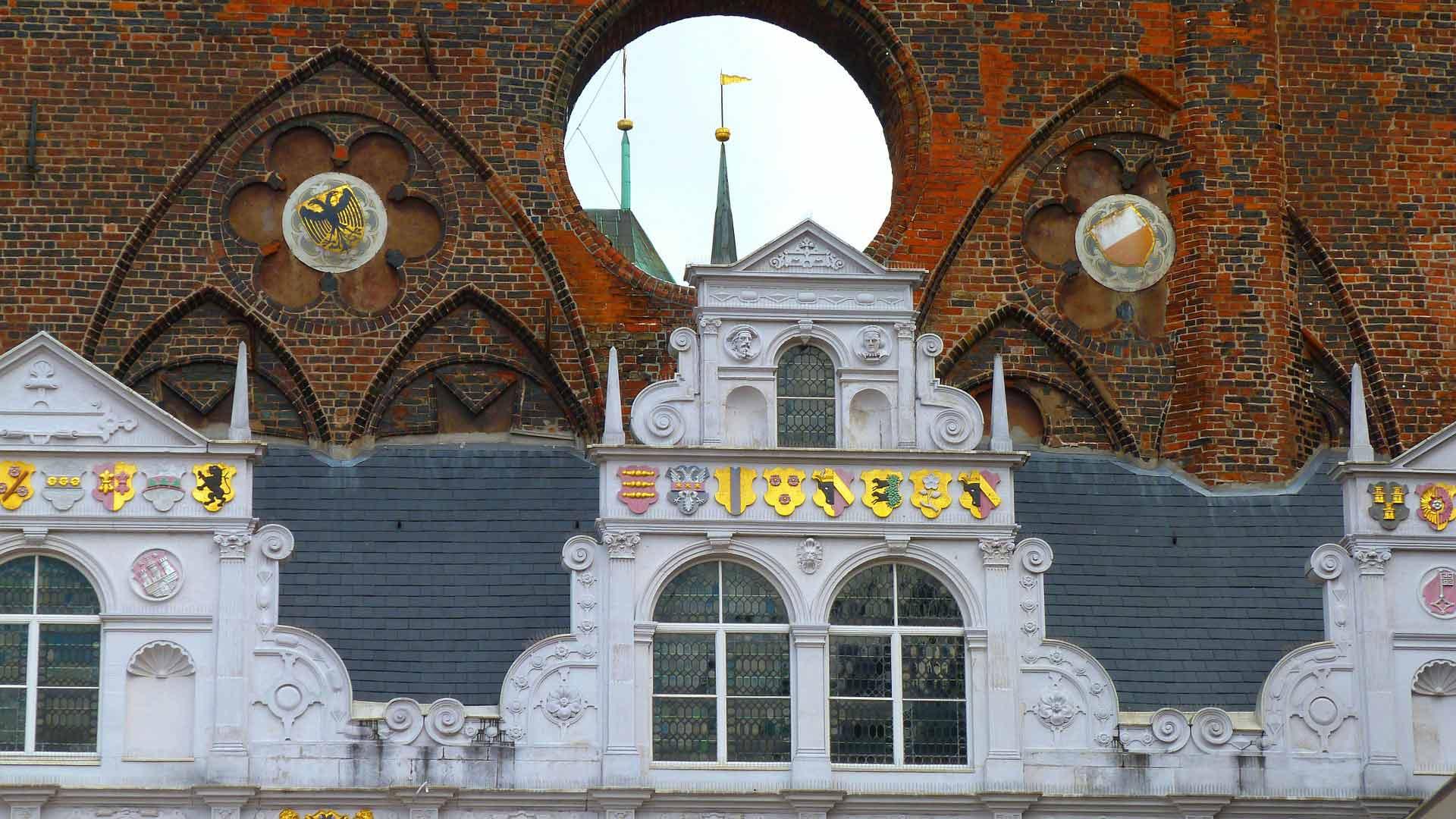 Laat-gotiek en renaissance verenigd in het prachtige stadhuis van Lübeck.