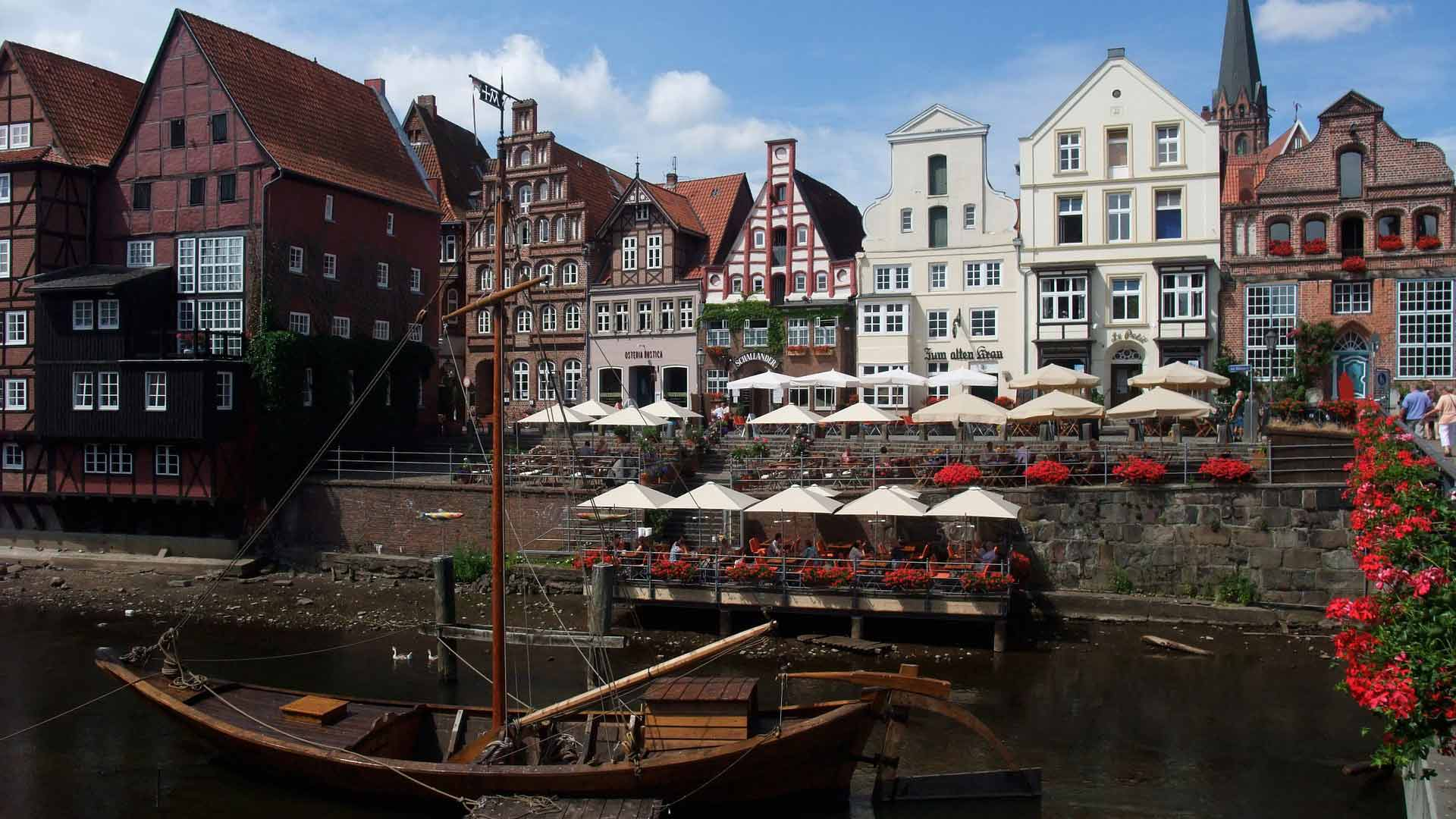 De oude haven van Lüneburg ligt aan de rivier de Ilmenau