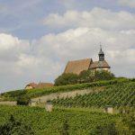 De bedevaartskerk St. Maria im Weingarten ligt tussen de wijnbergen bij Volkach. Een must tijdens deze wijnreis op de fiets in Franken.