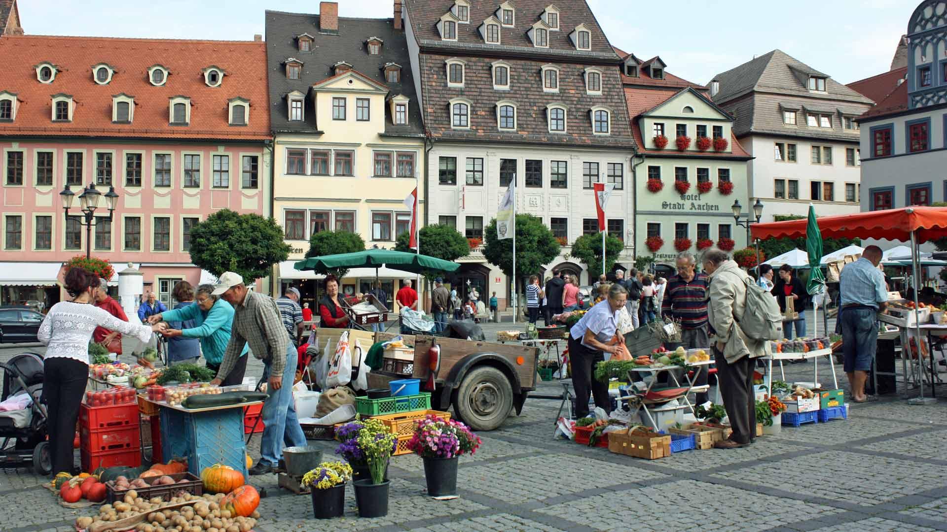 Gezellige boerenmarkt in Naumburg.