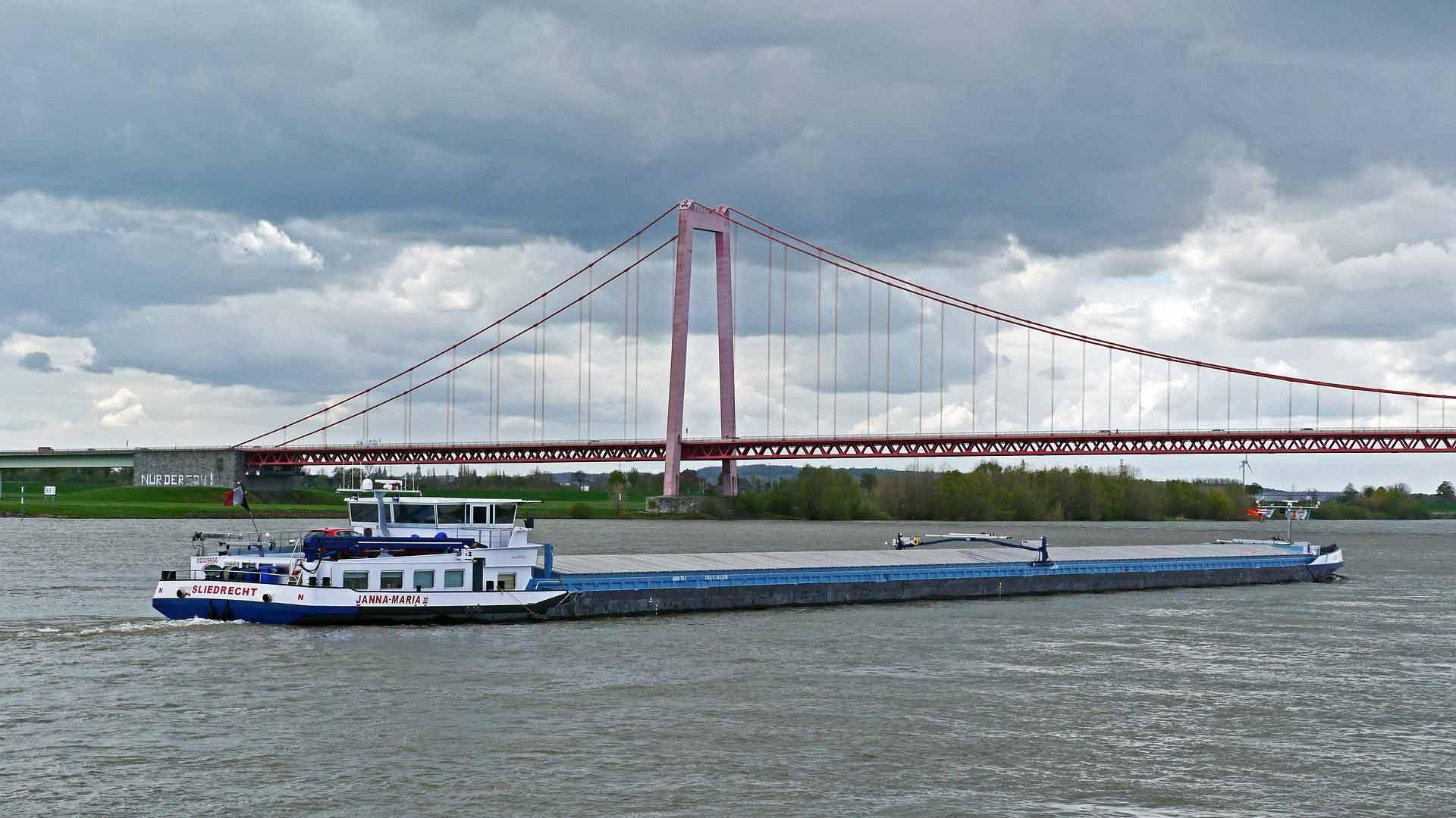 De brug over de Rijn bij Emmerich is een echte blikvanger.
