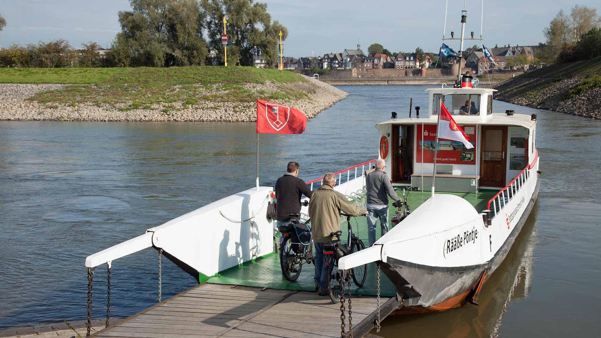 Het pontje over de Rijn bij Rees aan de Niederrhein.