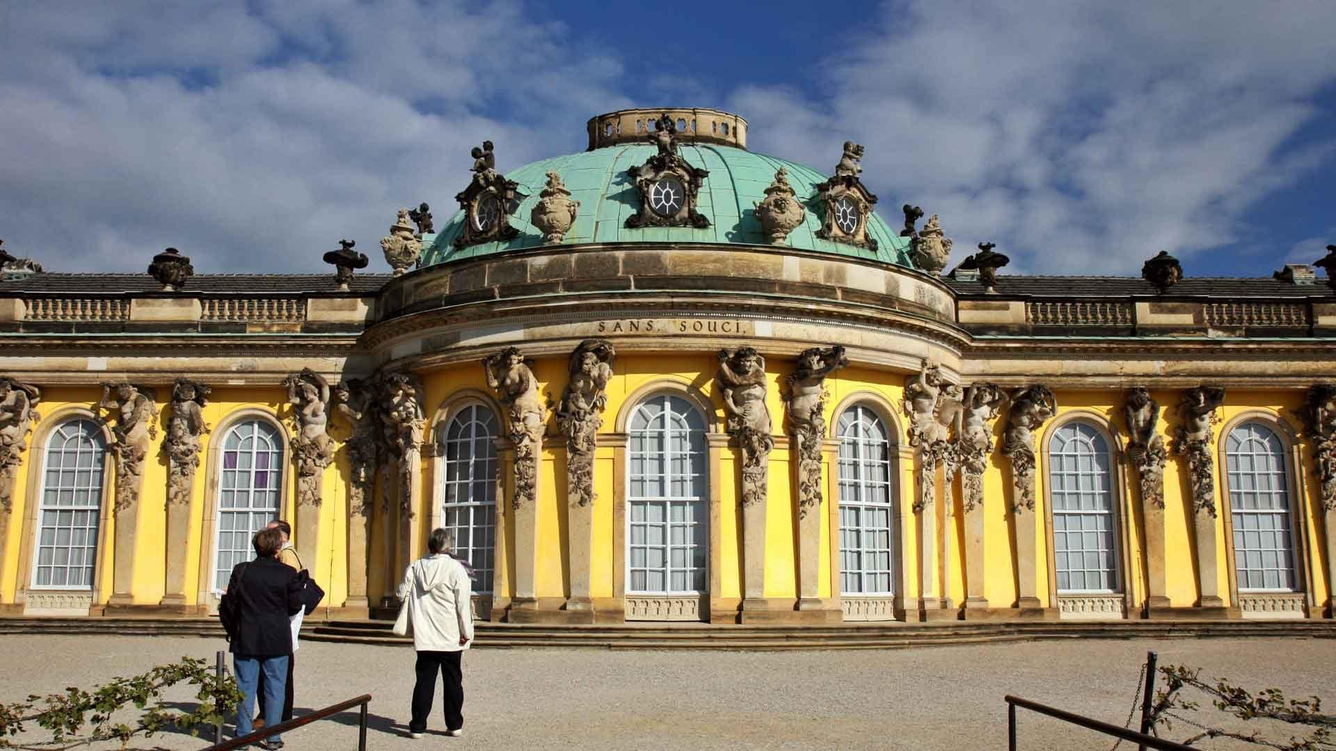 Fietsen in Potsdam: het schitterende slot Sanssouci in Potsdam.